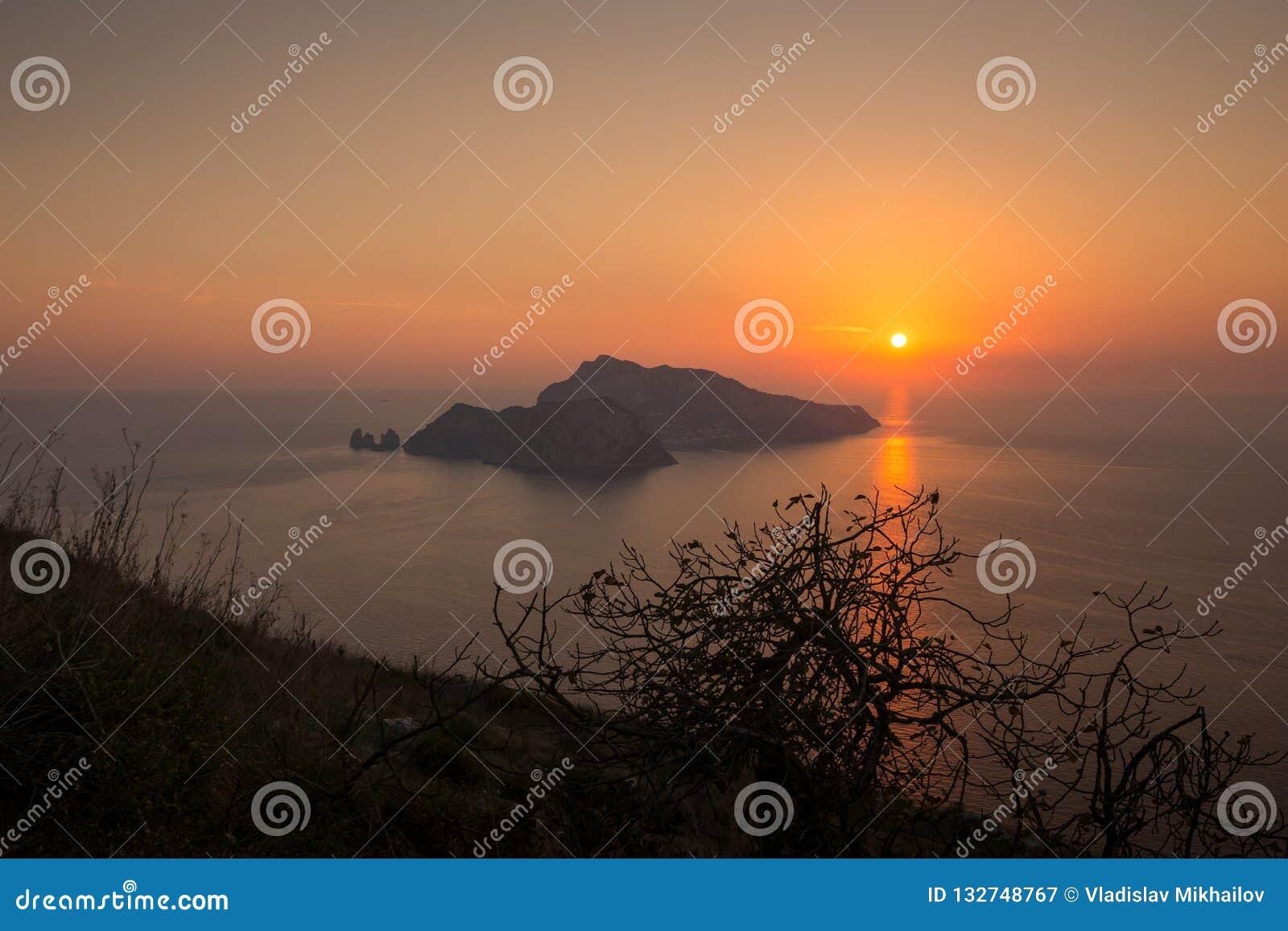 Zonsondergang op Capri-Eiland, Italië
