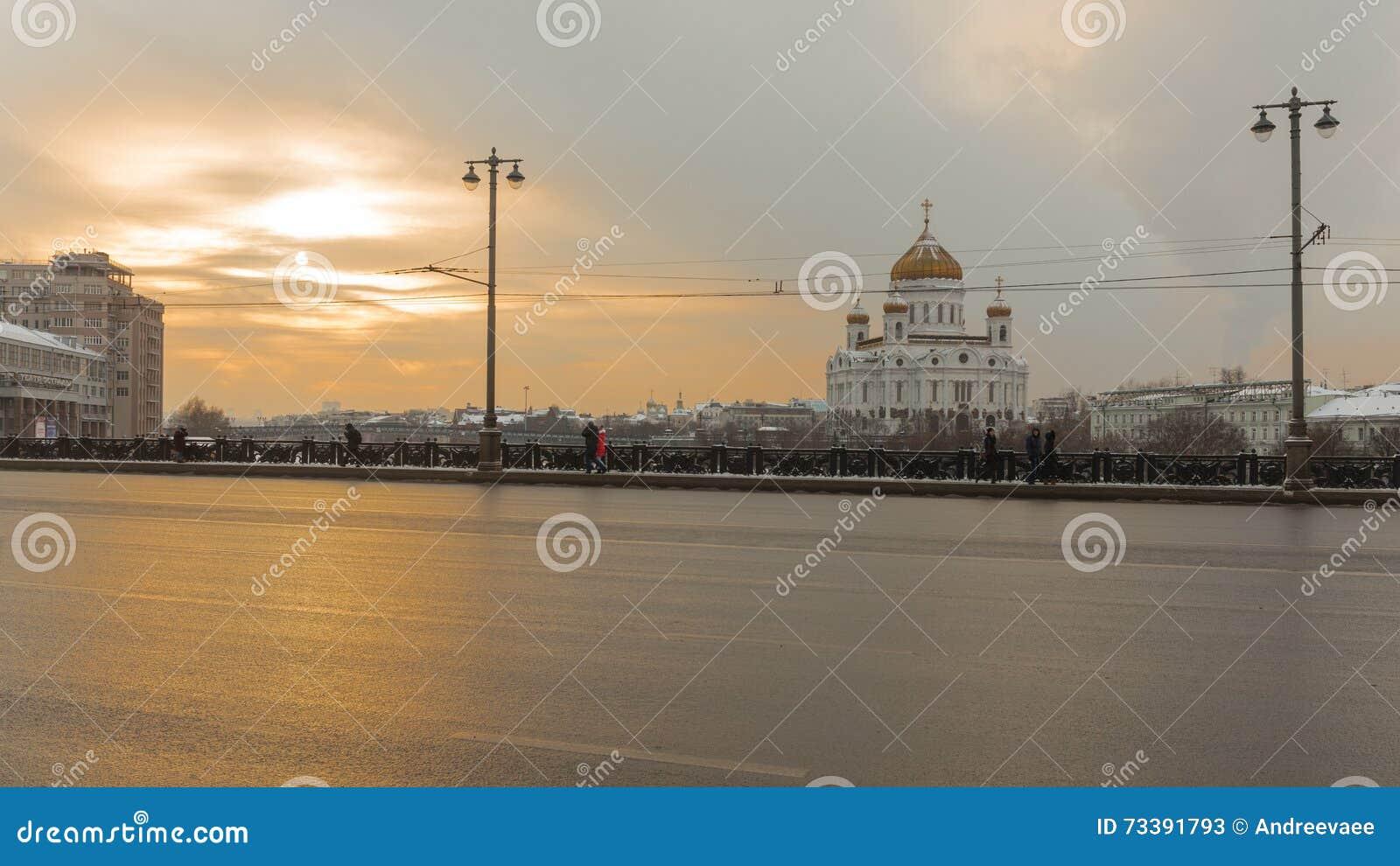 Zonsondergang op de Grote Steenbrug in Moskou, Rusland