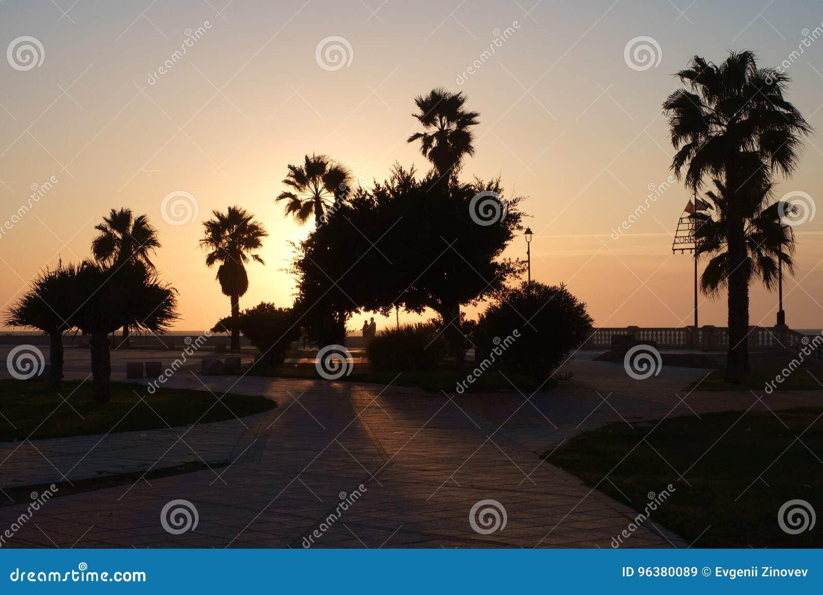 Zonsondergang op de kade in Chipiona