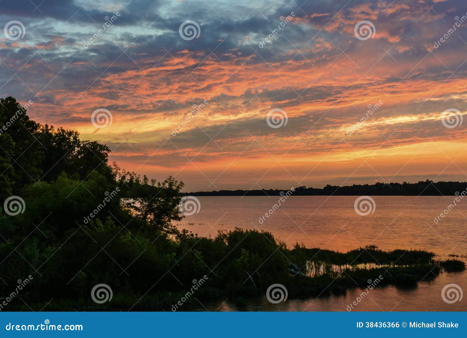 Zonsondergang op de Maumee-Rivier