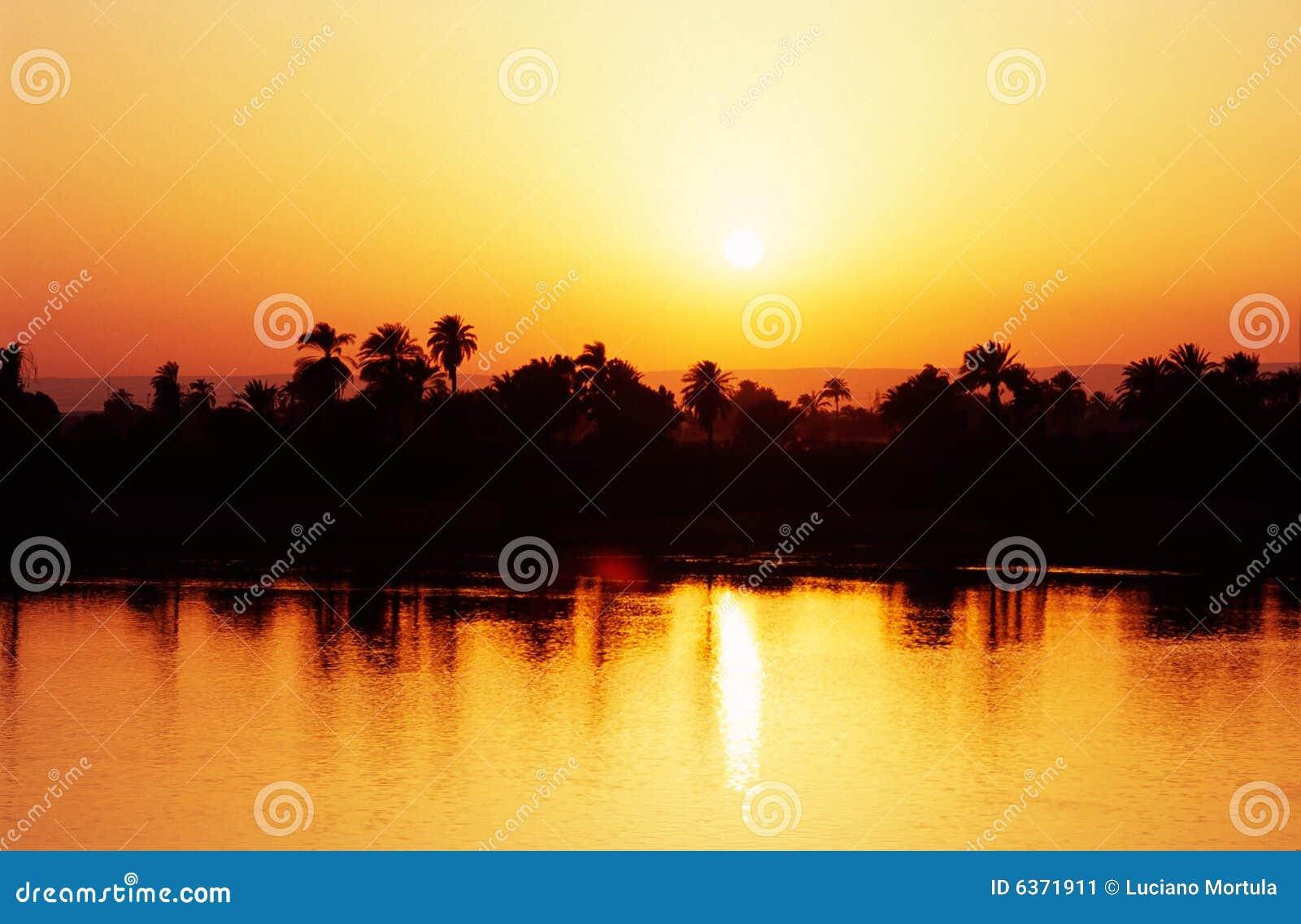 Zonsondergang op de Rivier van Nijl, Egypte.