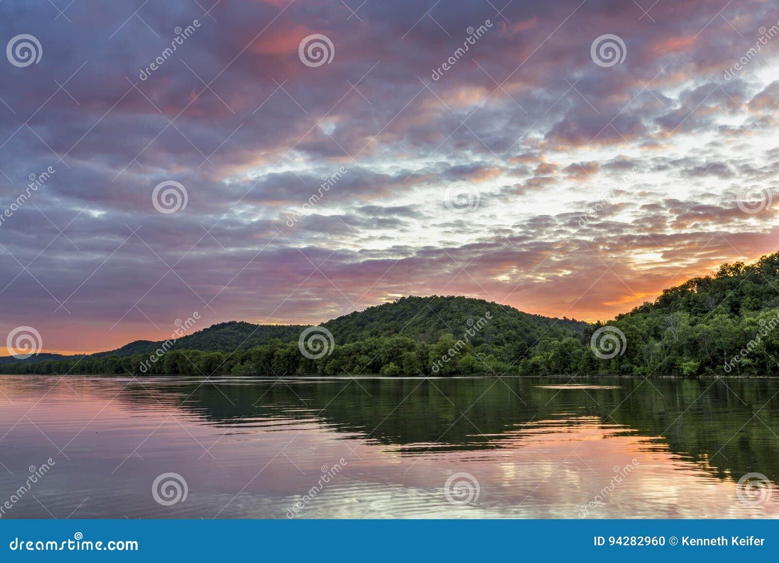 Zonsondergang op de Rivier van Ohio