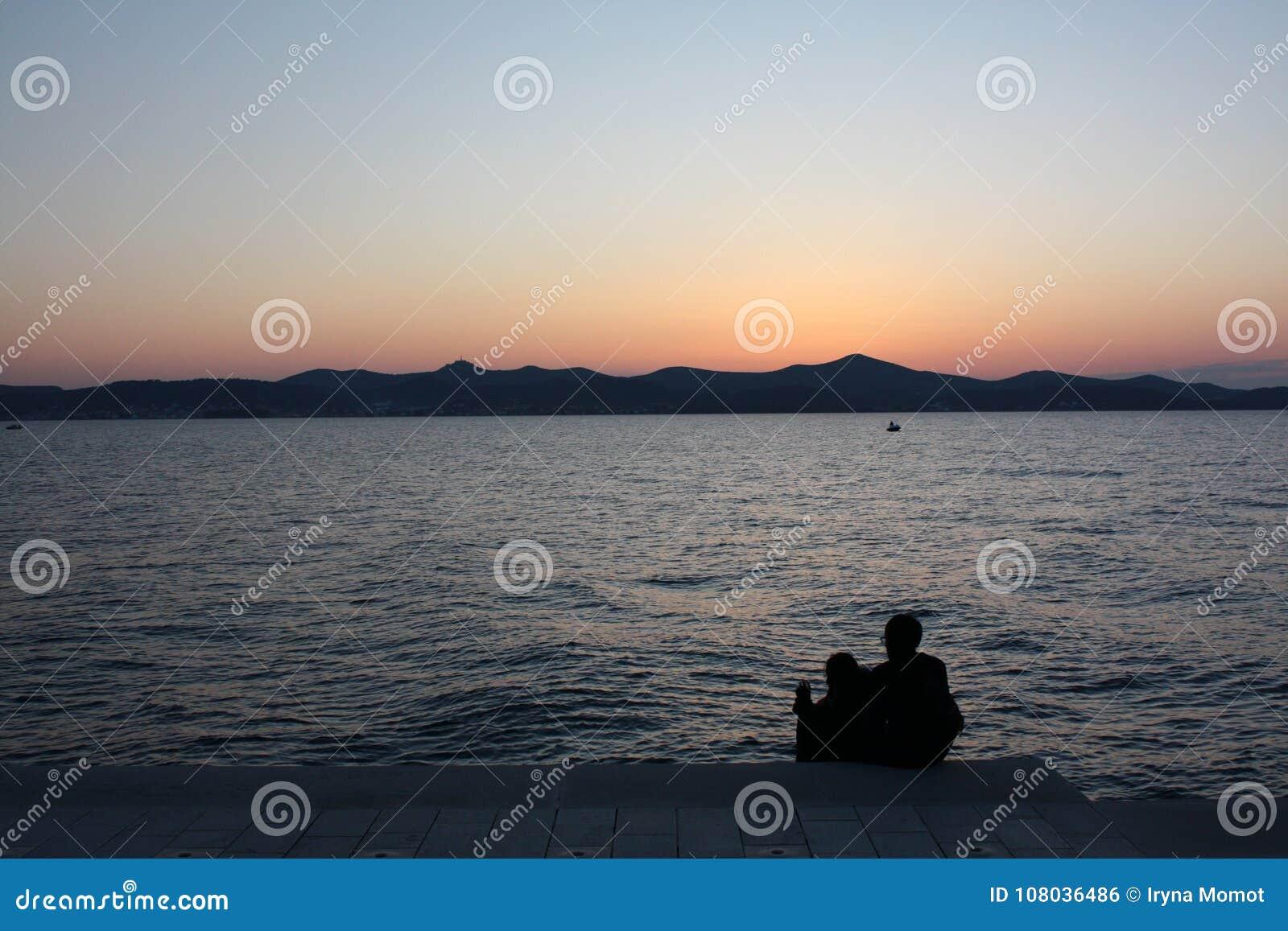 Zonsondergang op de zeekust