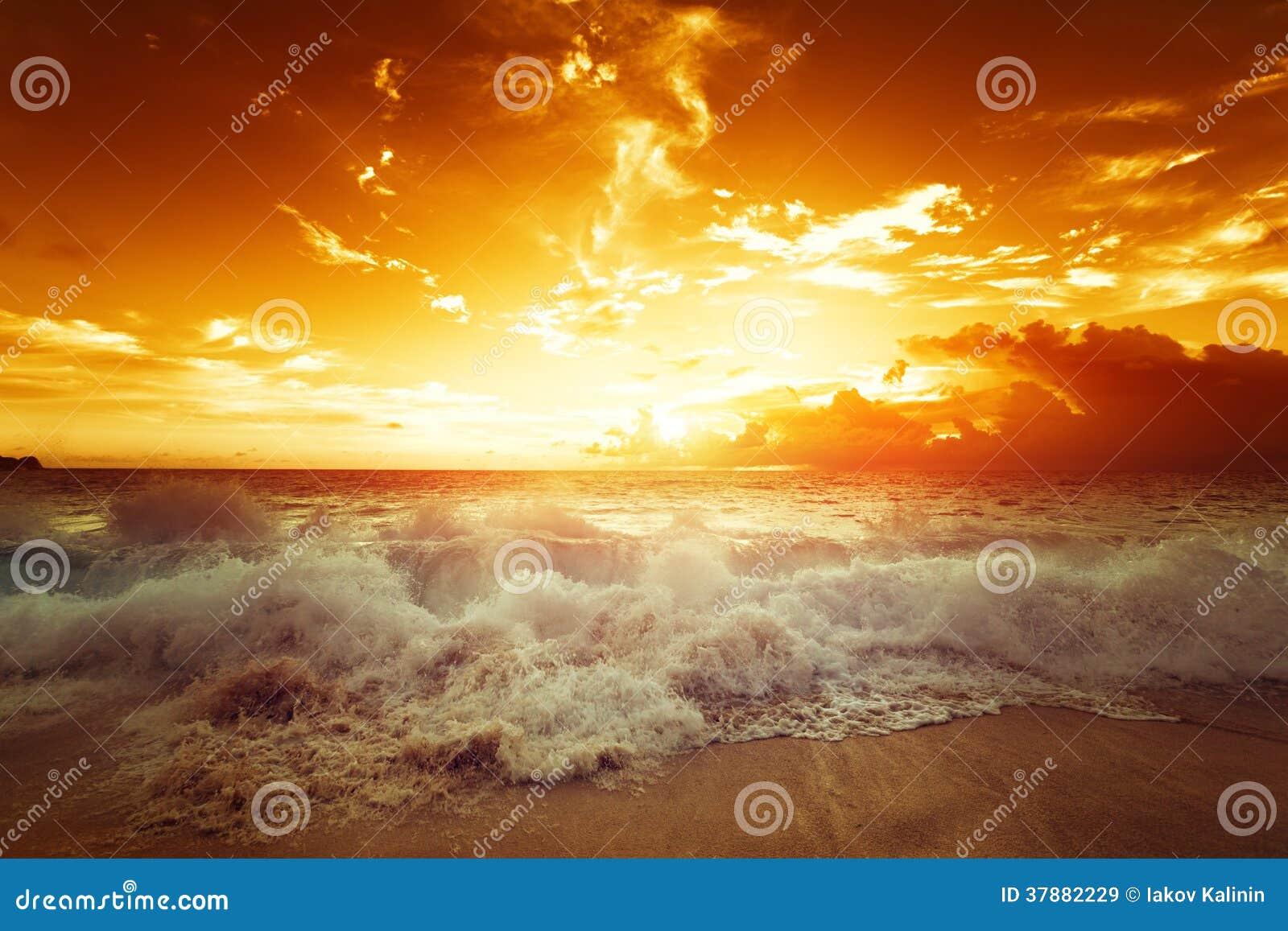 Zonsondergang op het tropische strand, Mahe-eiland