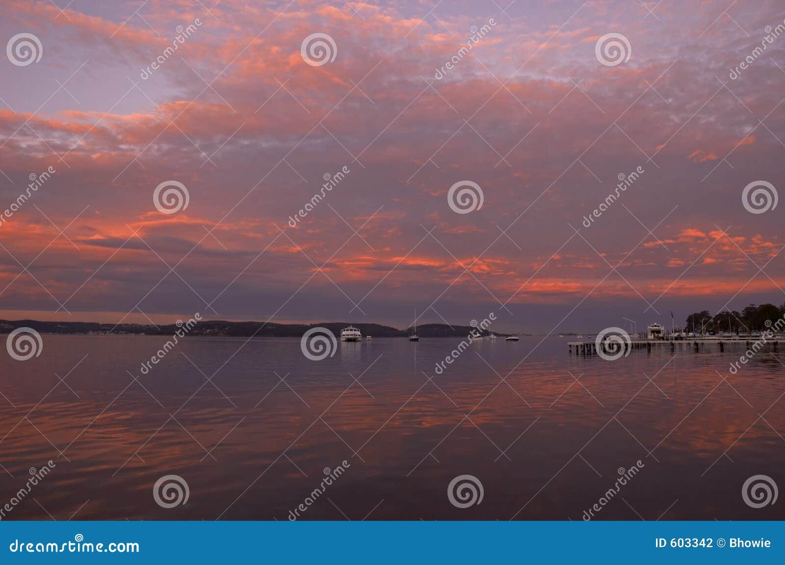 Zonsondergang op meer macquarie