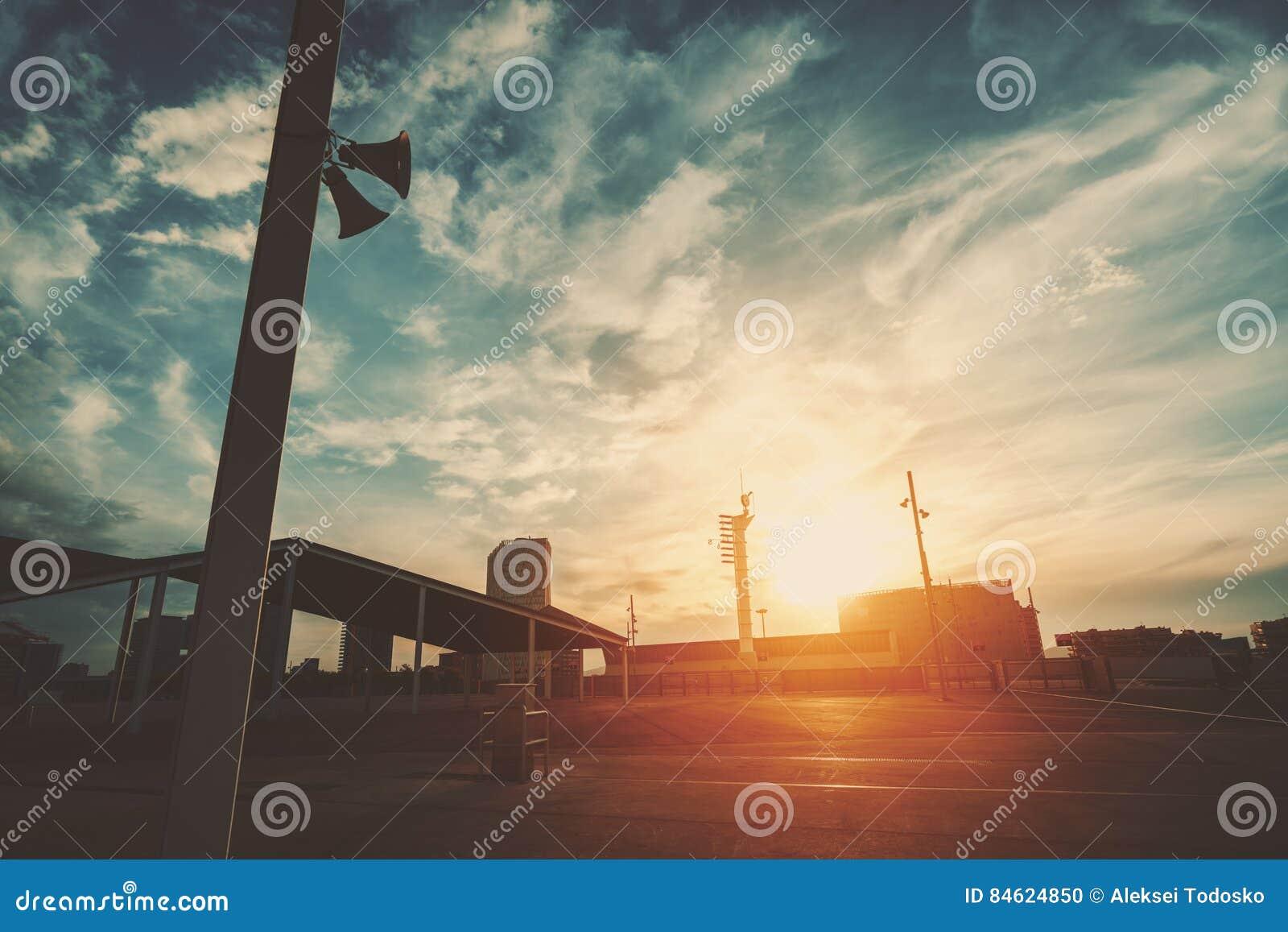 Zonsondergang op sporten en recreatief gebied
