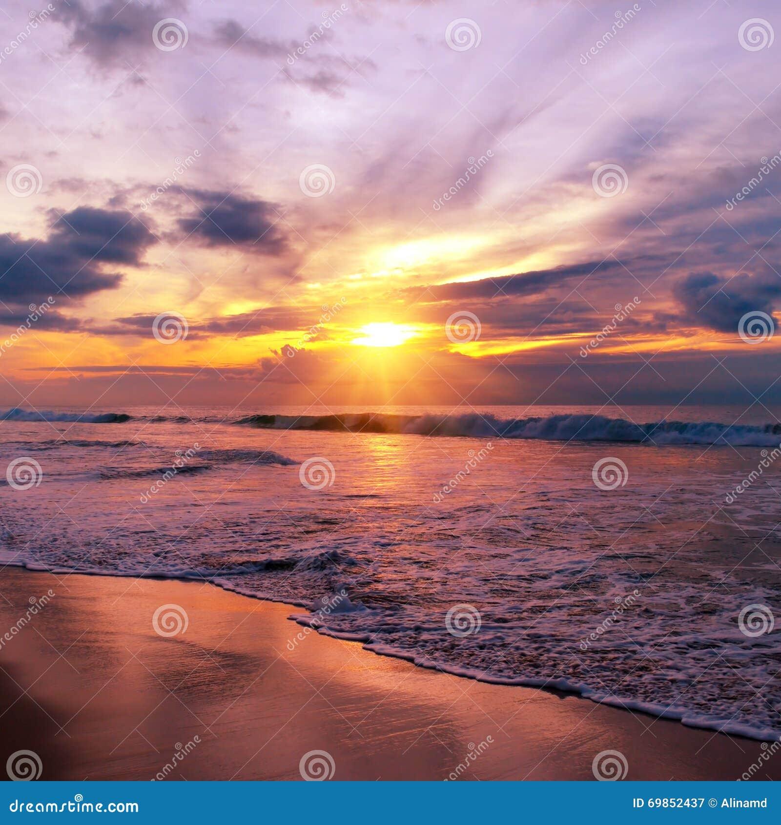 Citaten Over Zonsondergang : Zonsondergang over de oceaan stock foto afbeelding