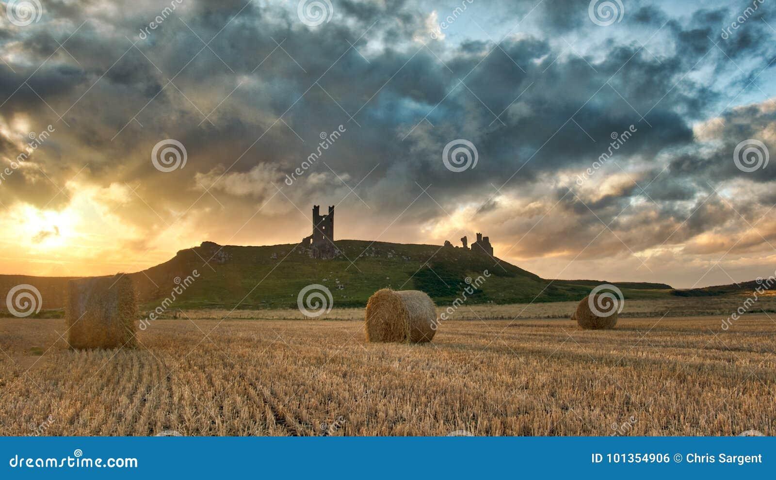 Zonsondergang over Dunstanburgh-Kasteel