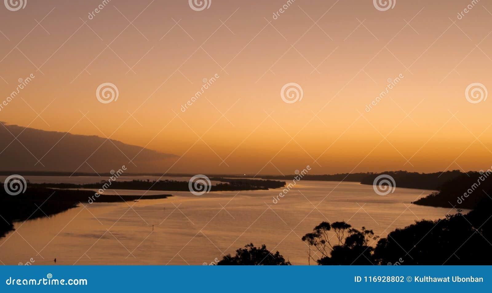Zonsondergang over Gippsland-Meren van Kalimna-vooruitzicht,