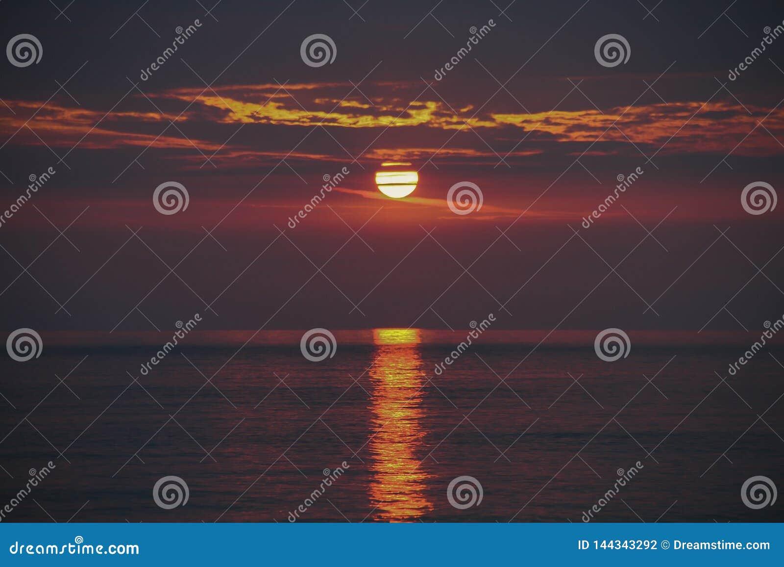Zonsondergang over het Egeïsche Overzees