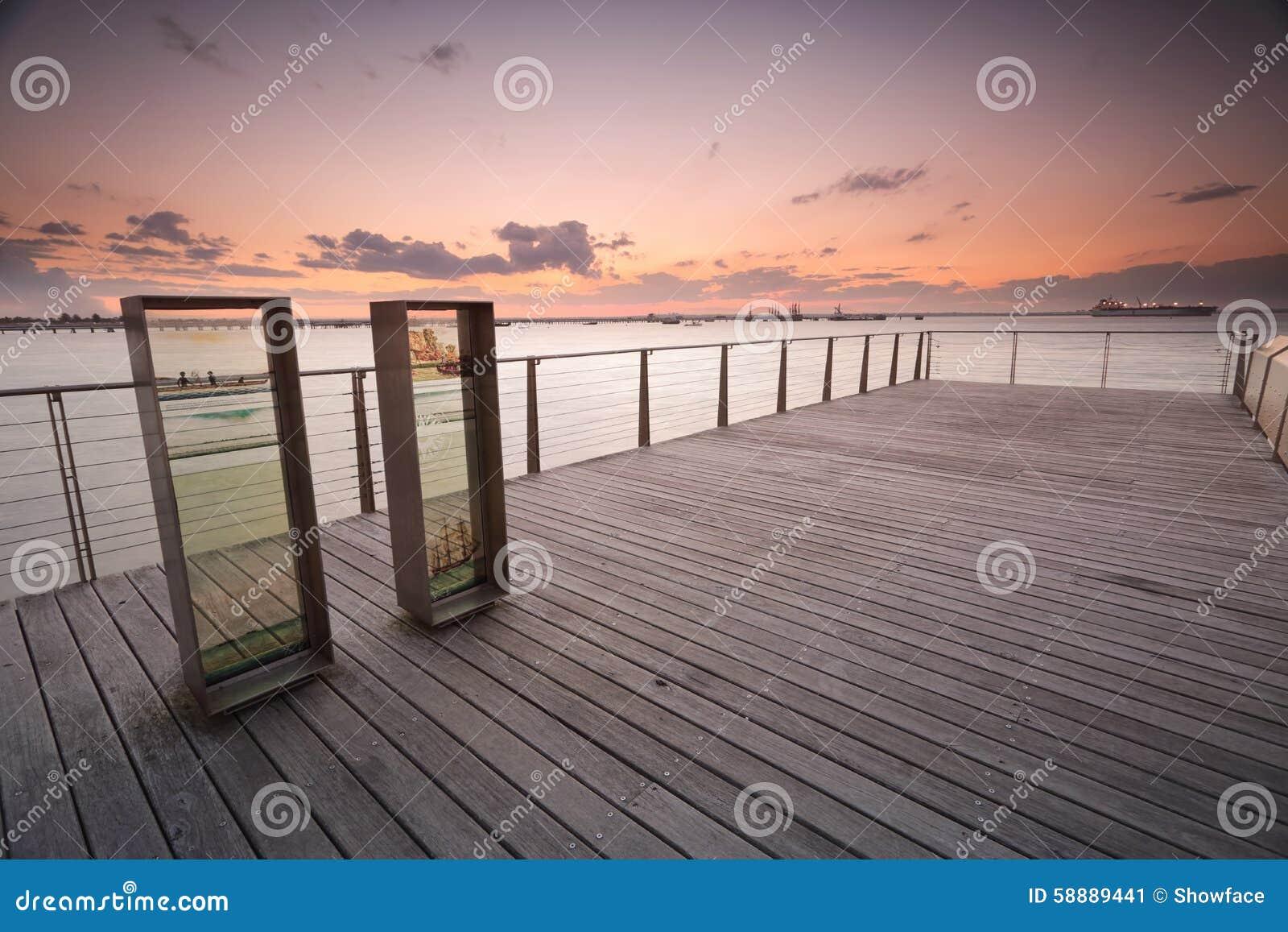 Zonsondergang over Plantkundebaai van pier