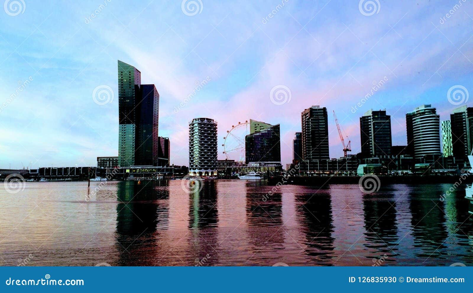 Zonsondergang van Docklands in Melbourne, Australië