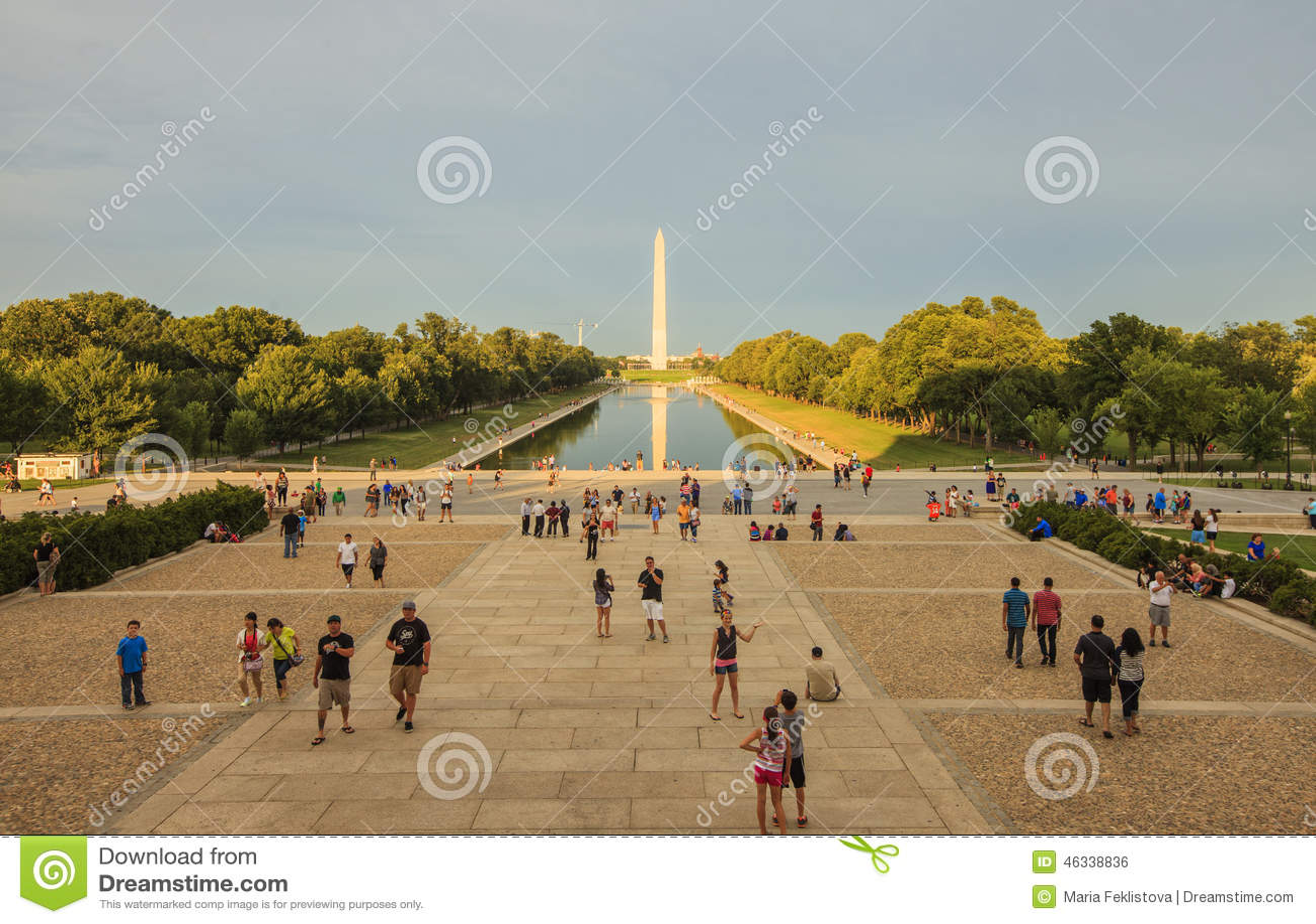 Zonsondergangmening aan het Nationale Wereldoorlog IIgedenkteken in Washington DC