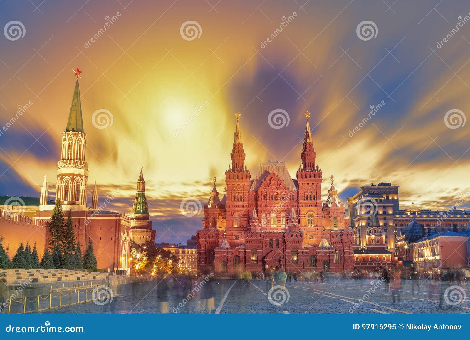 Zonsondergangmening van het Rode Vierkant, Moskou het Kremlin, het mausoleum van Lenin, historican Museum in Rusland De wereldber