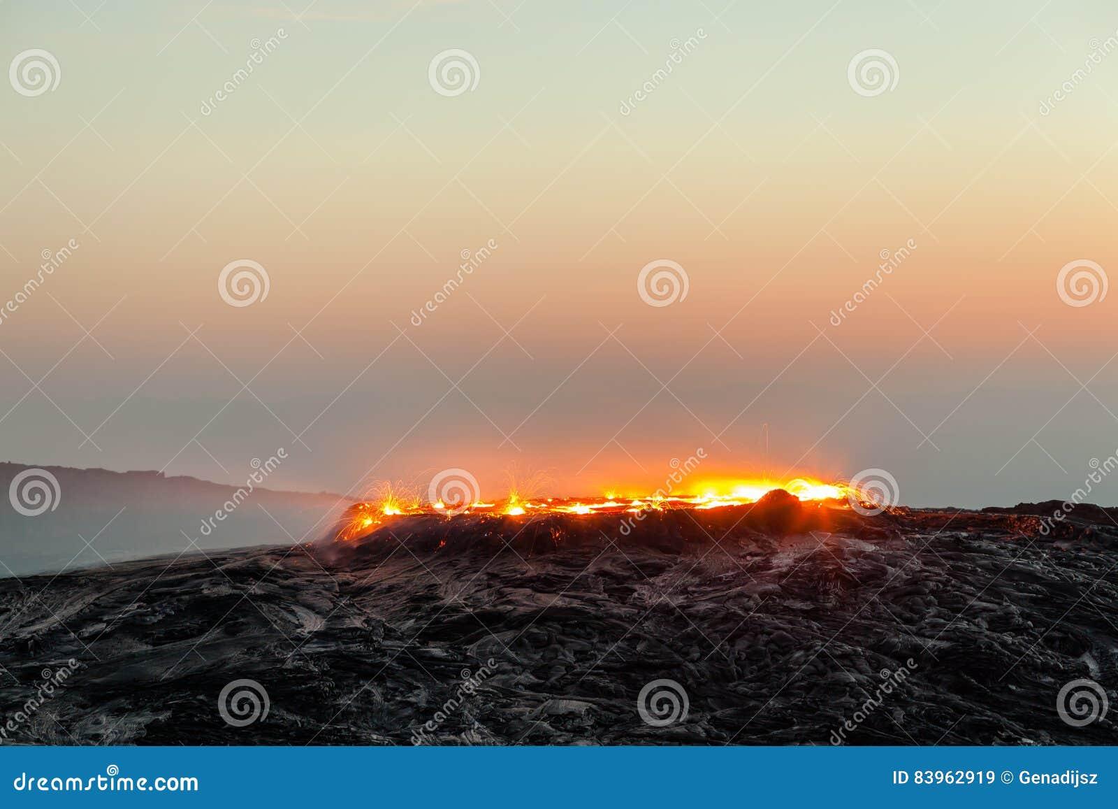 Zonsopgang bij Erta-van de Aalvulkaan en lava gebieden