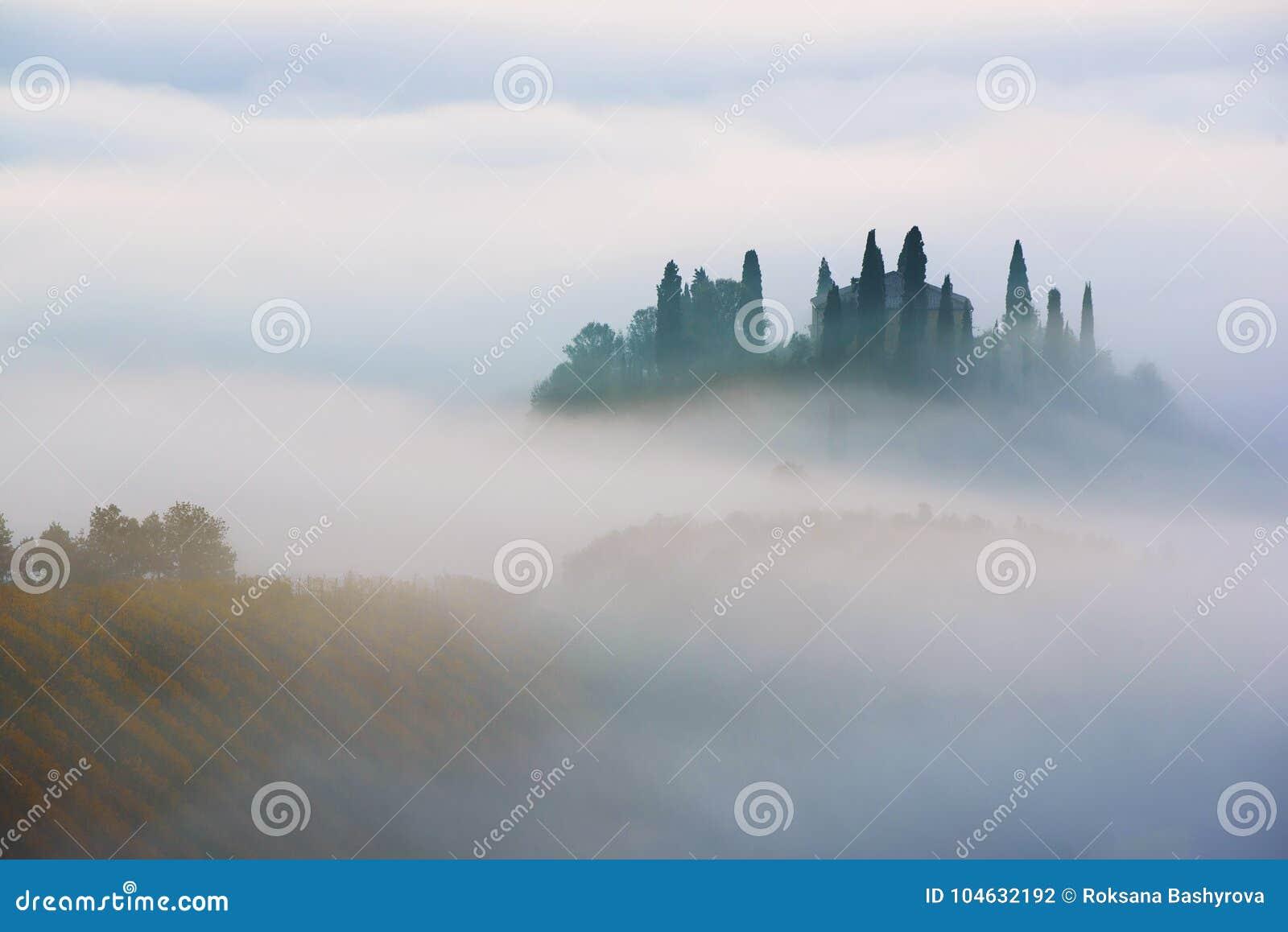 Download Zonsopgang in Italië stock foto. Afbeelding bestaande uit autumn - 104632192