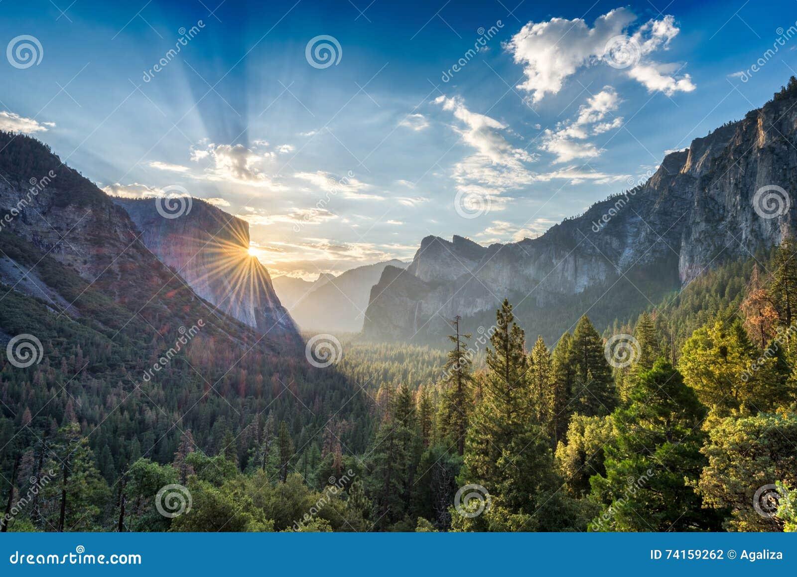 Zonsopgang op Yosemite-het punt van het Valleiuitzicht