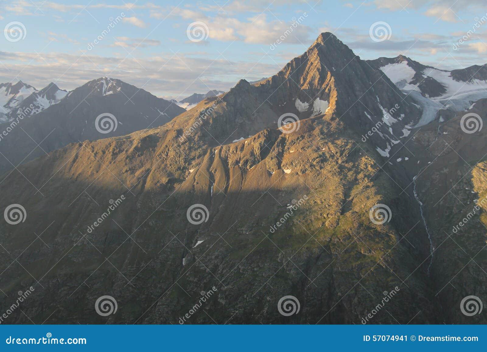 Zonsopgang in otztal alpen, Oostenrijk