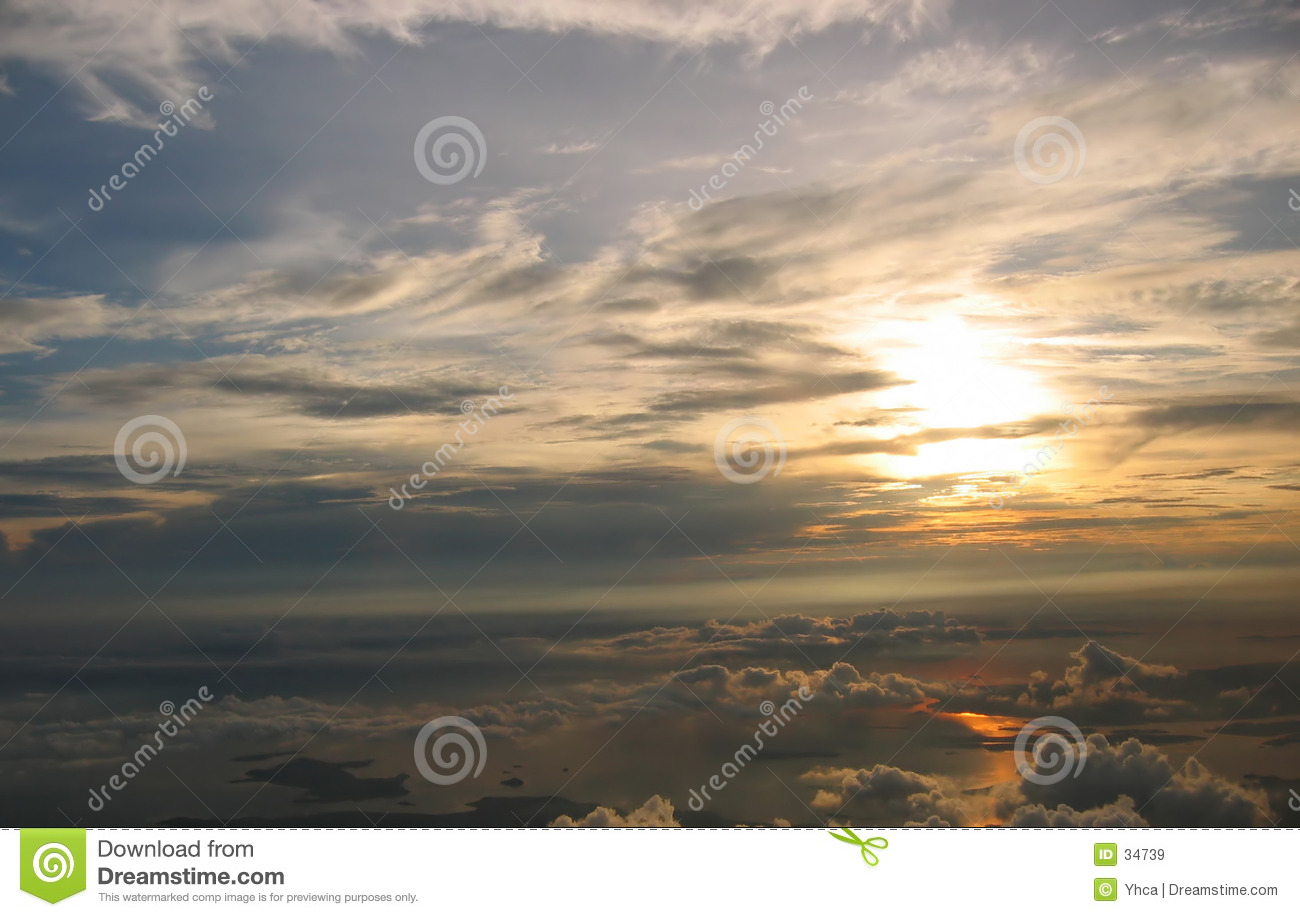 Zonsopgang over cloudscape
