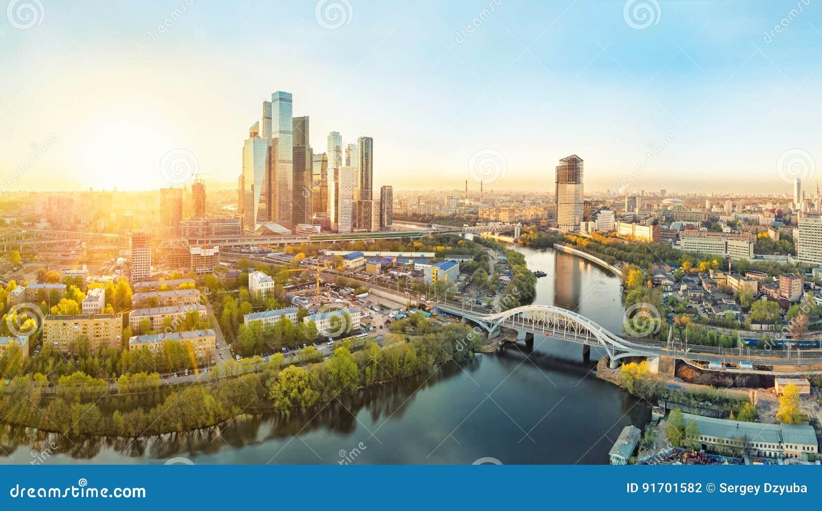 Zonsopgang over de Stad van Moskou
