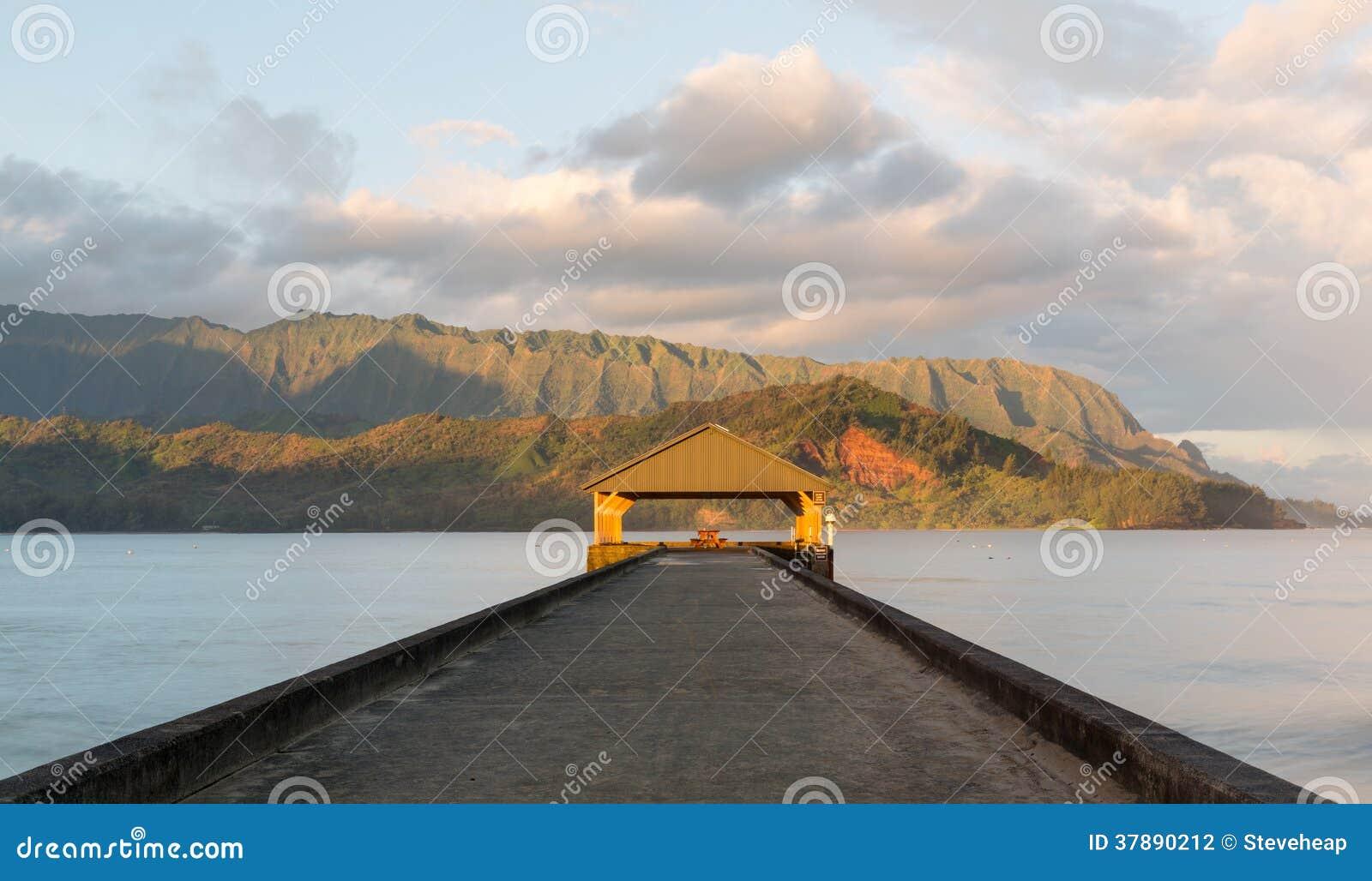 Zonsopgang over Hanalei-Baai Kauai Hawaï