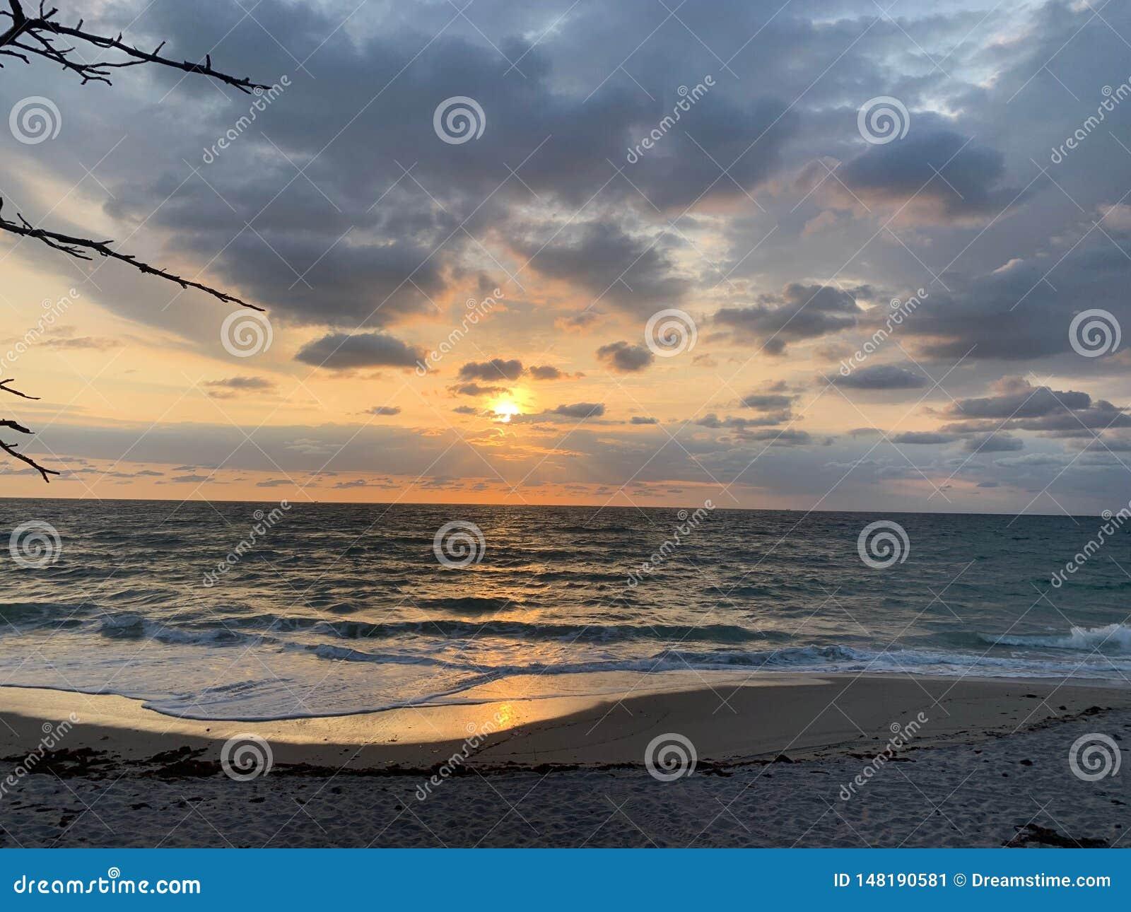 Zonsopgang over het strand