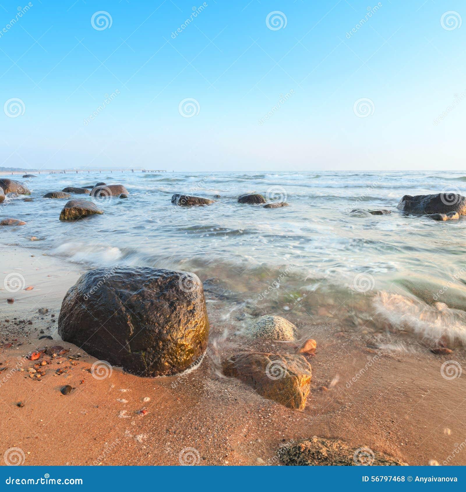 Zonsopgang over Oostzee op eiland Rugen, Duitsland