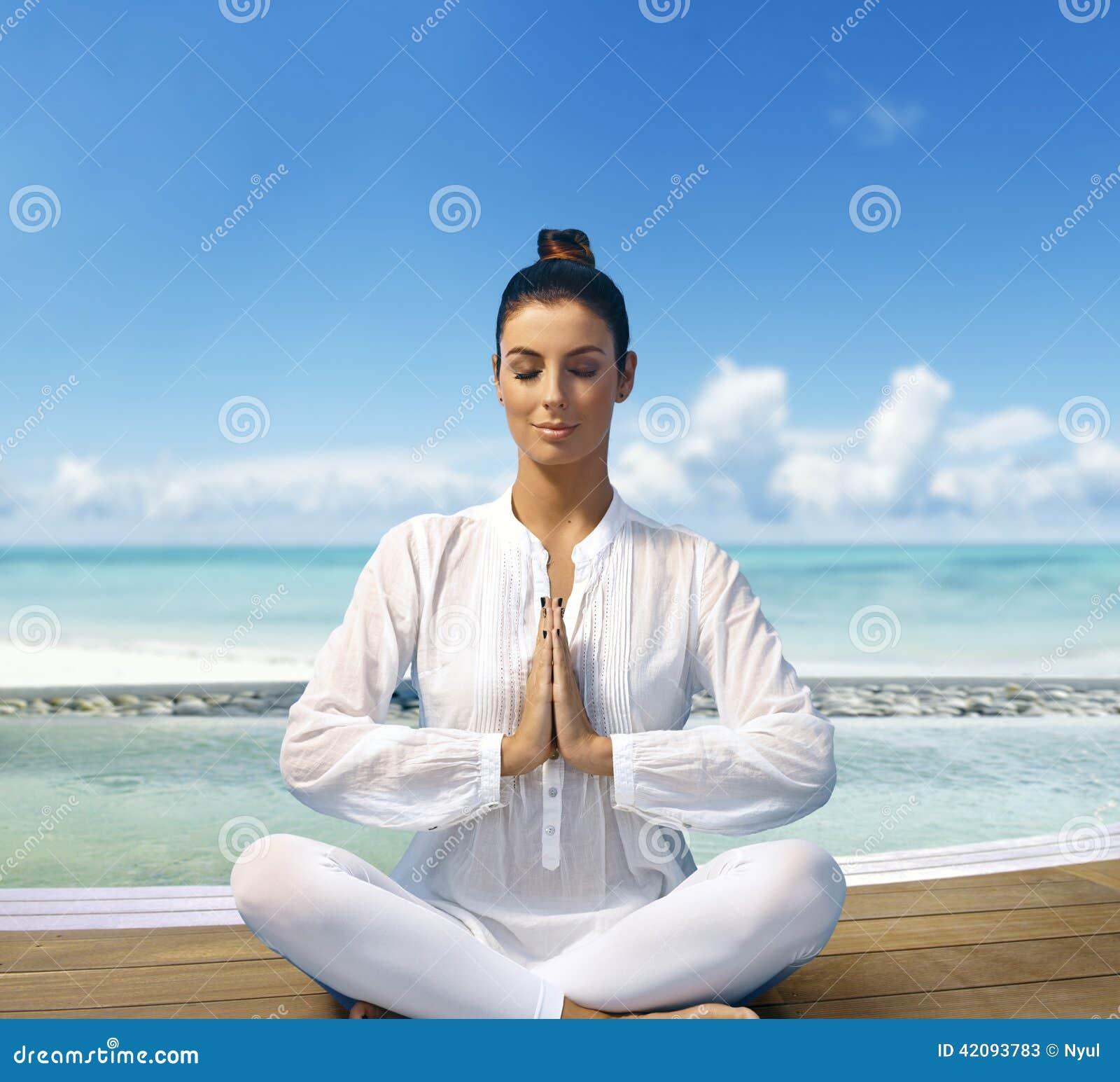 Zonstrand en yoga