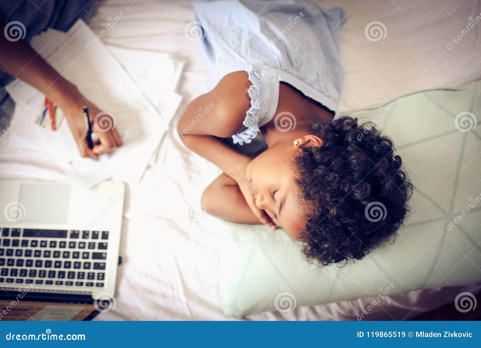 Zorg van de dochter en het werk