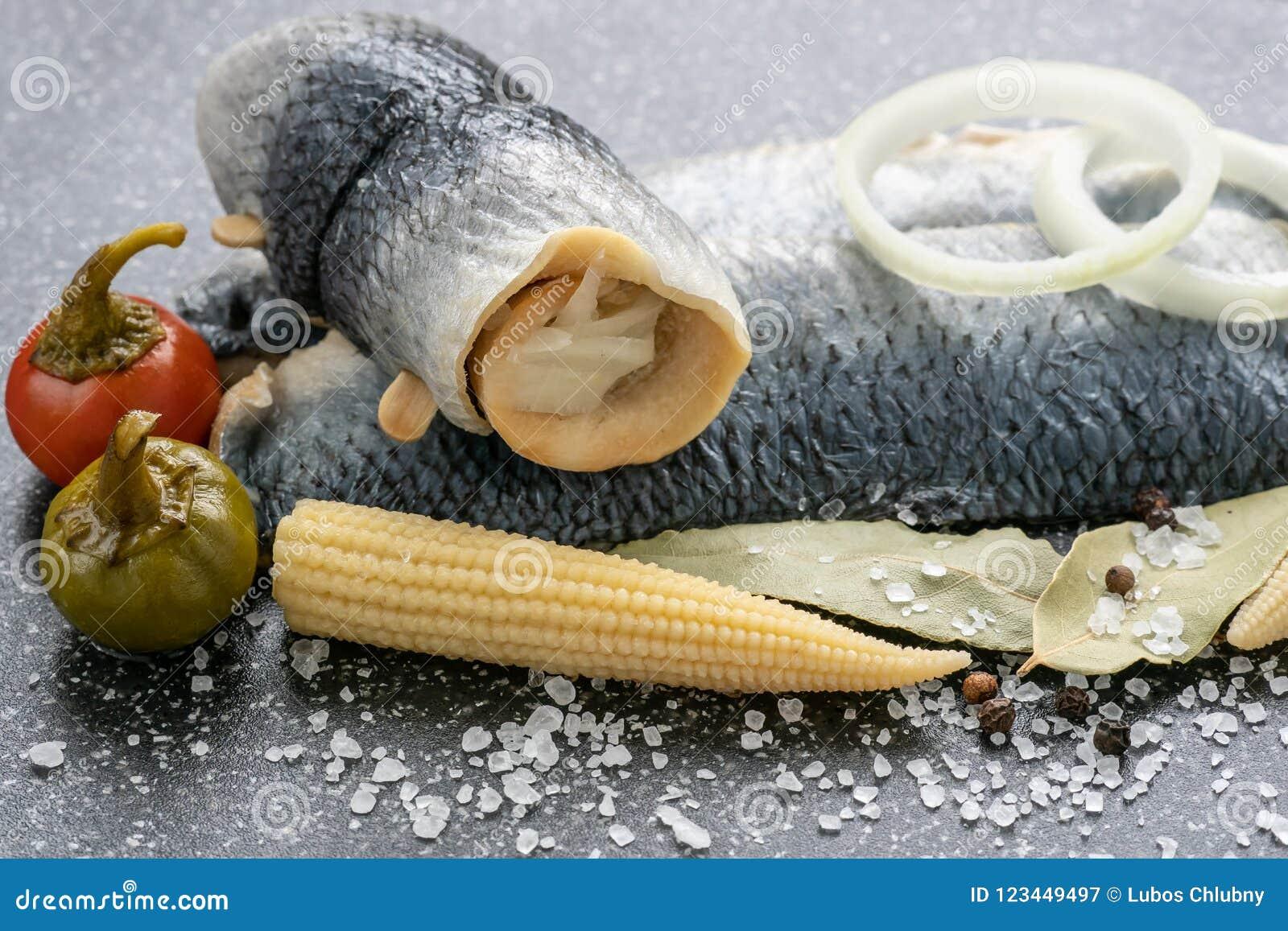 Zoutwater gemarineerde vissen, koud voorgerecht
