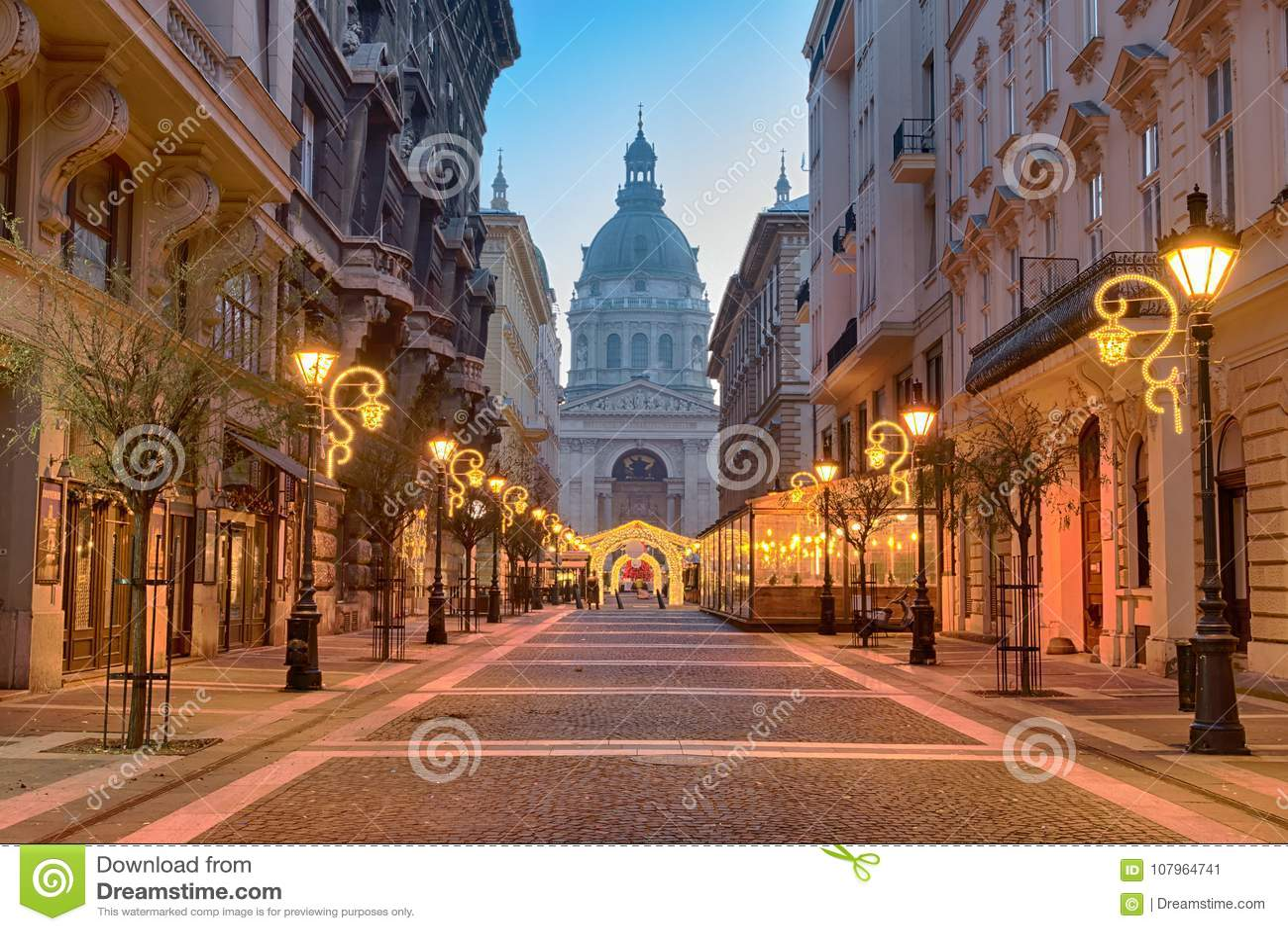 ZrÃnyistraat, St Stephen ` s Basiliek in Boedapest
