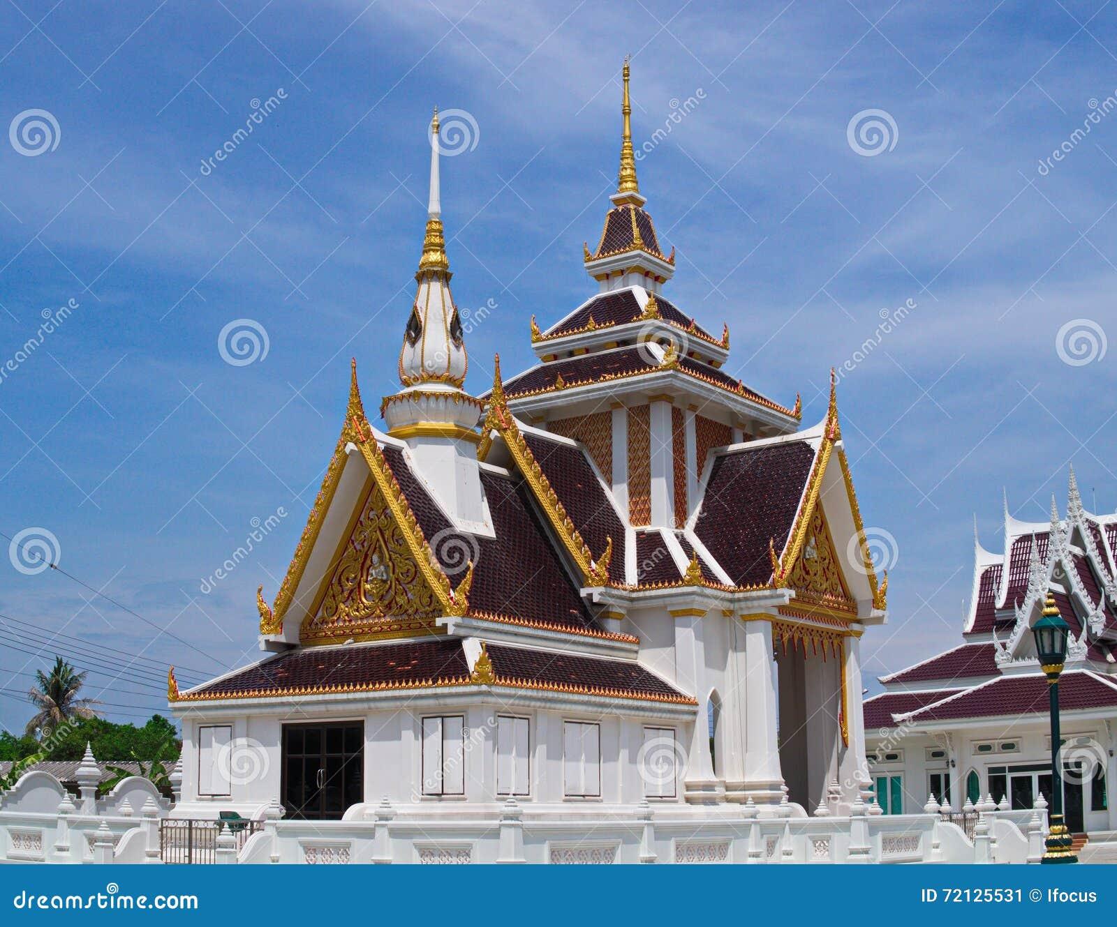 Zręcznie wykonujący ręcznie pawilon przy Tajlandzką świątynią