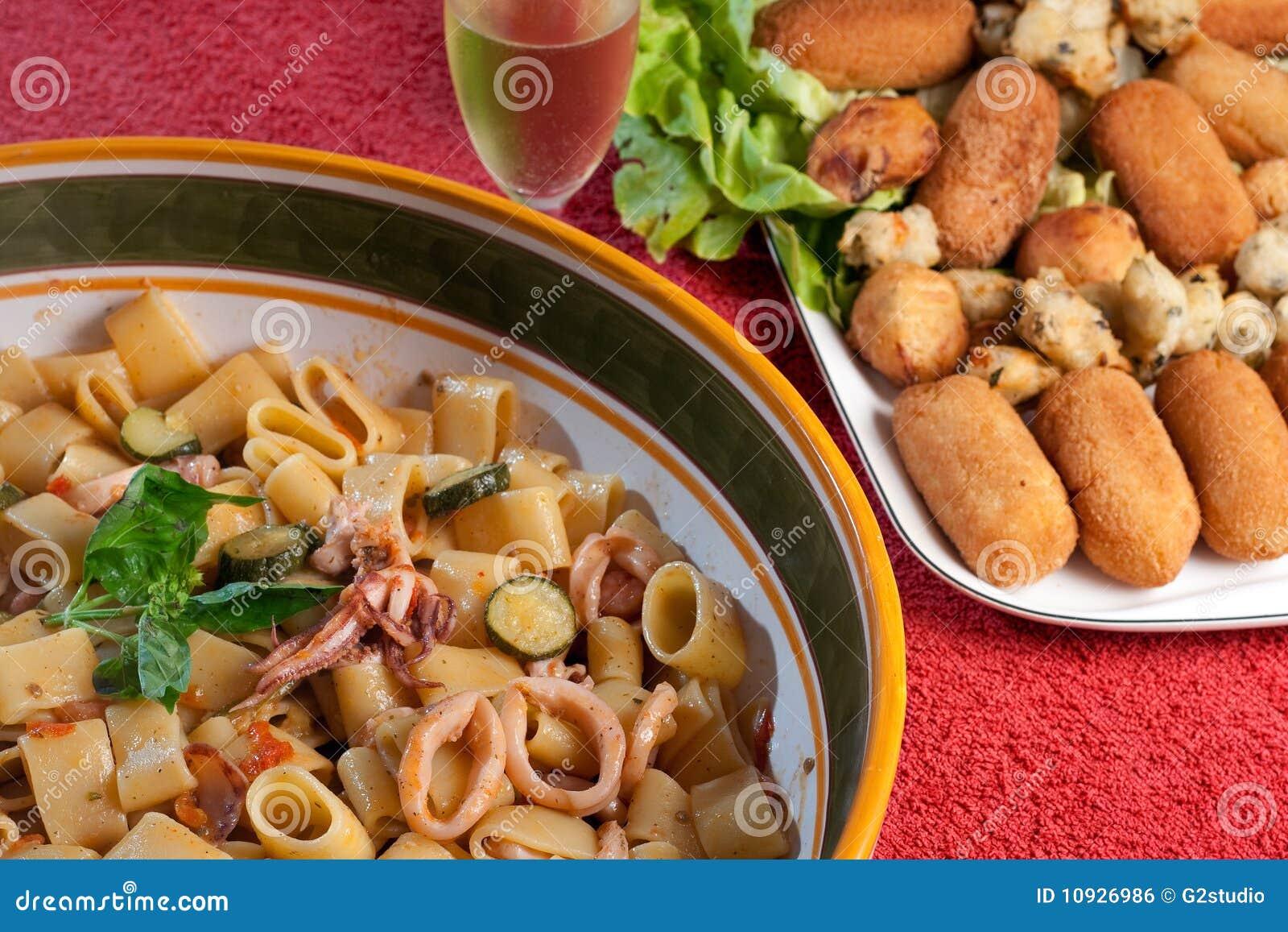 Zucchini кальмаров шримсов calamarata