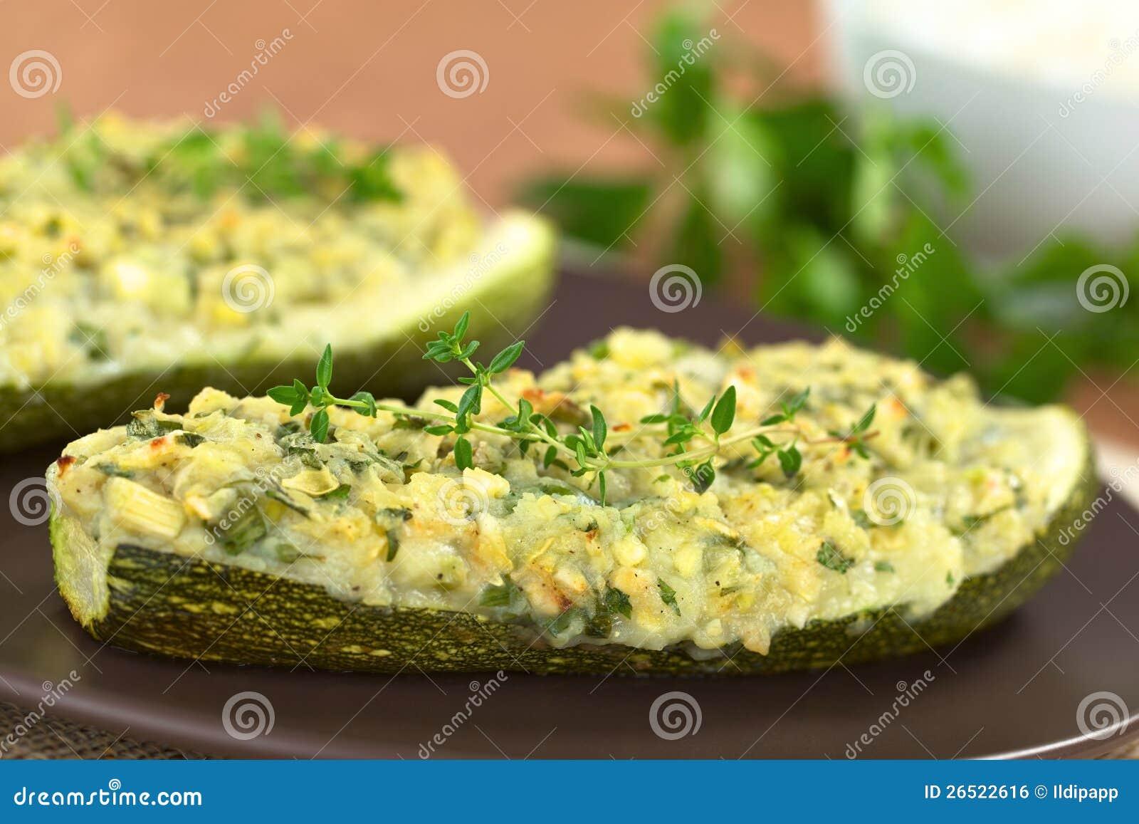 Zucchini enchido cozido