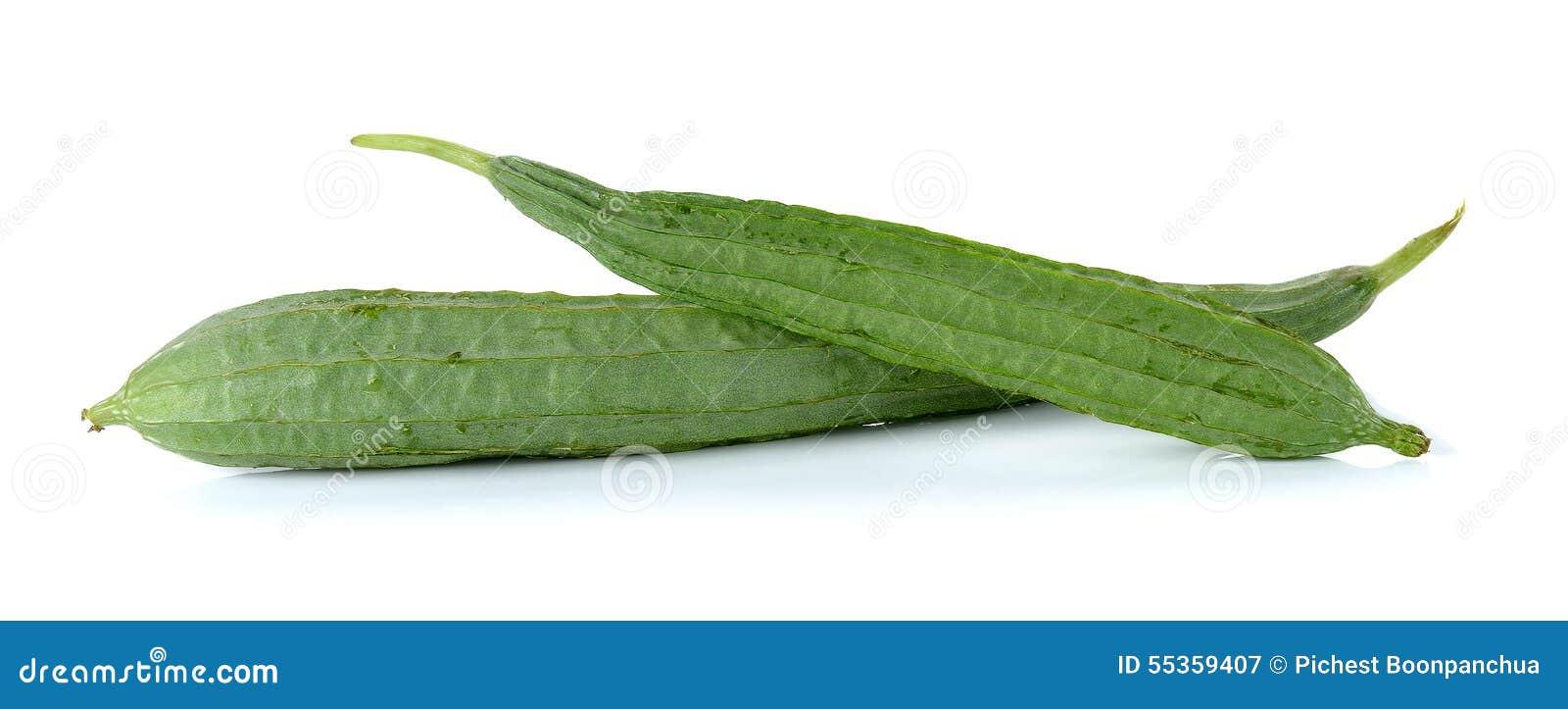 Zucchini isolato sui precedenti bianchi