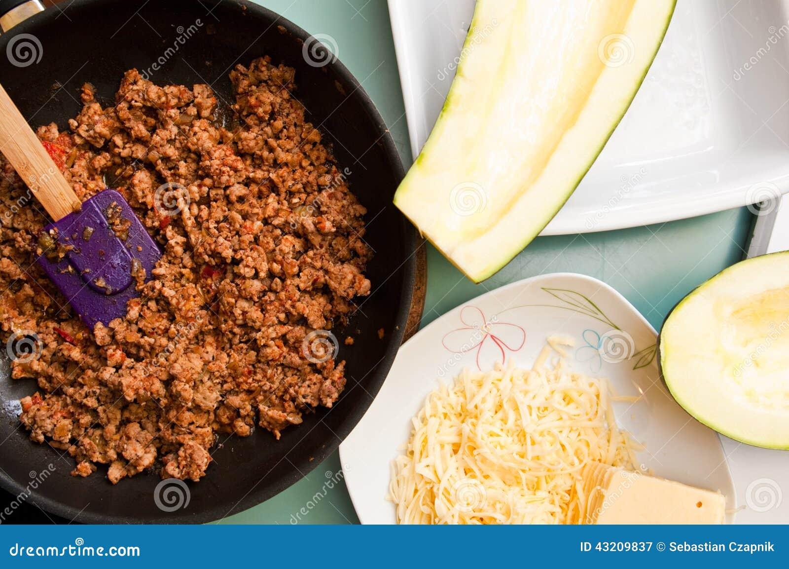 Download Zucchini Med Kryddig Köttstoppning Fotografering för Bildbyråer - Bild av behandling, läckert: 43209837