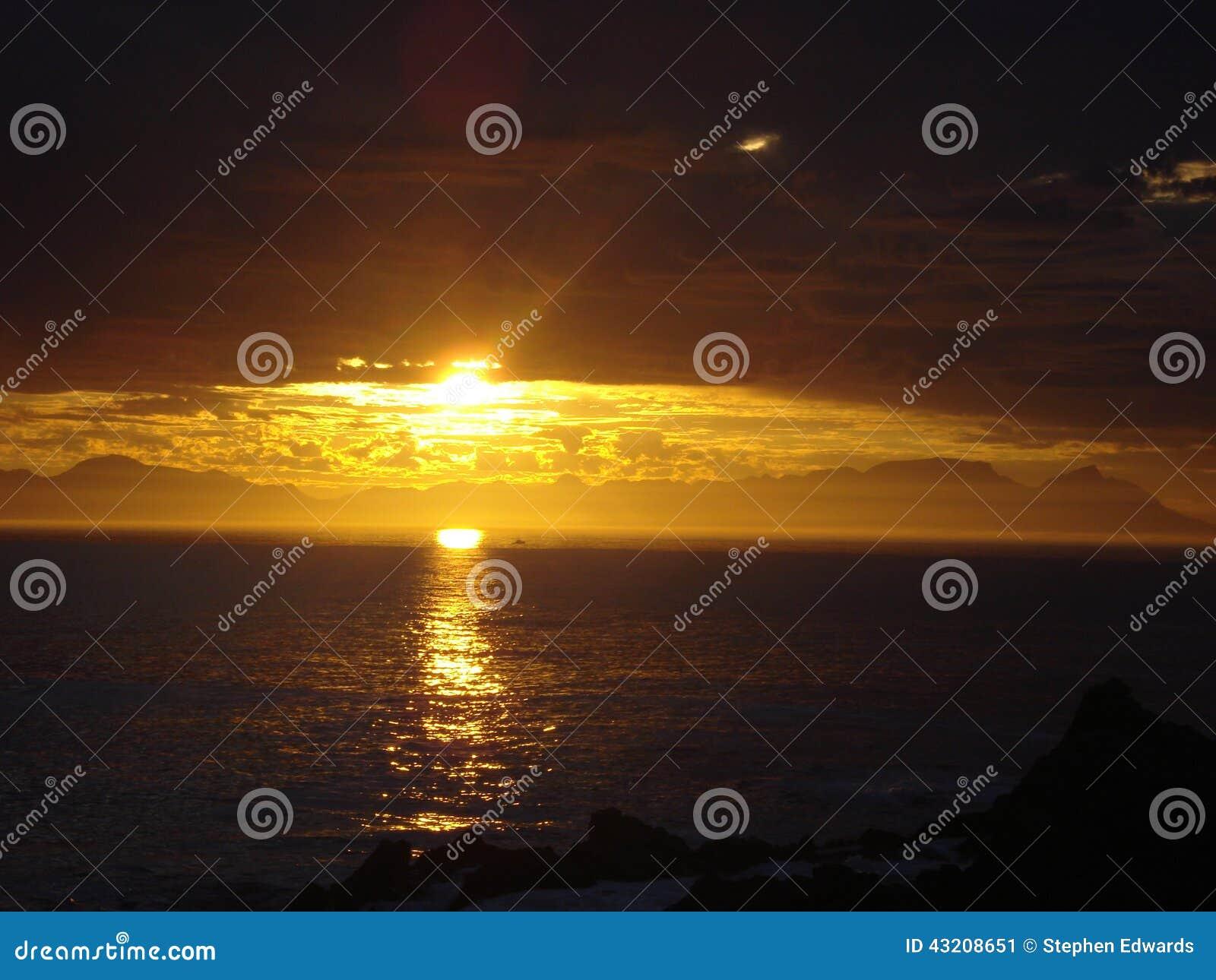 Zuidafrikaanse Zonsondergang over het overzees