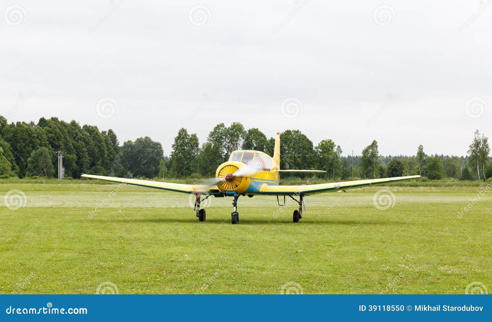 Zuiger opleidingsvliegtuigen ter plaatse