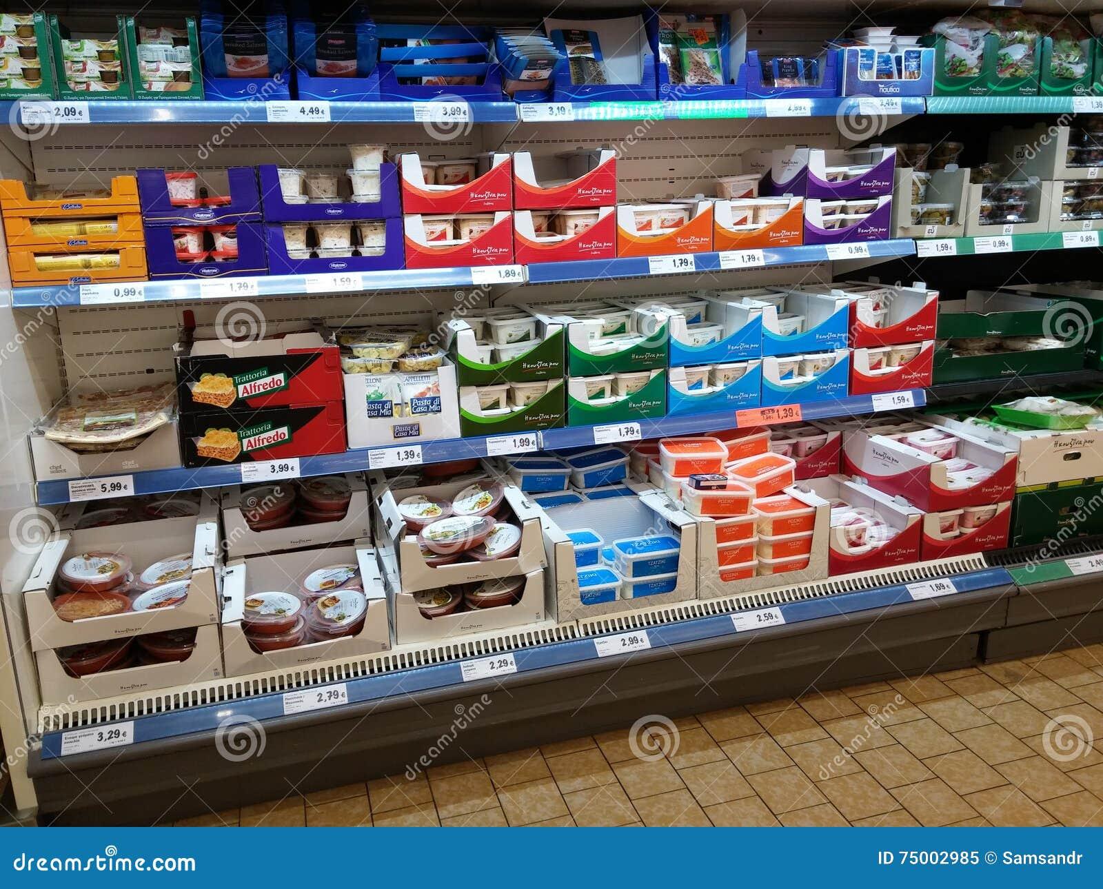Zuivelproducten in supermarkt