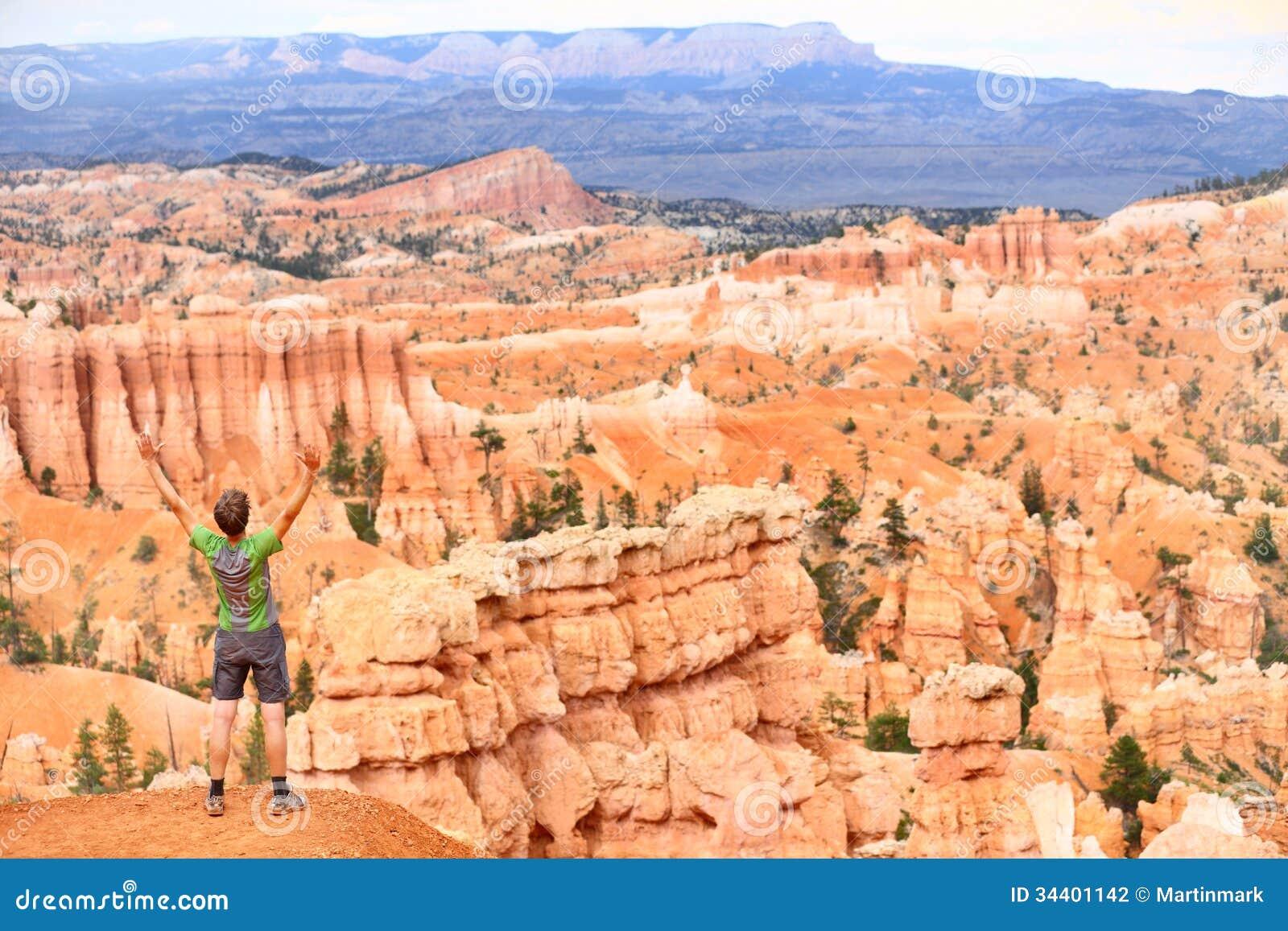 Zujubeln, glücklichen Wanderer in Bryce Canyon feiernd