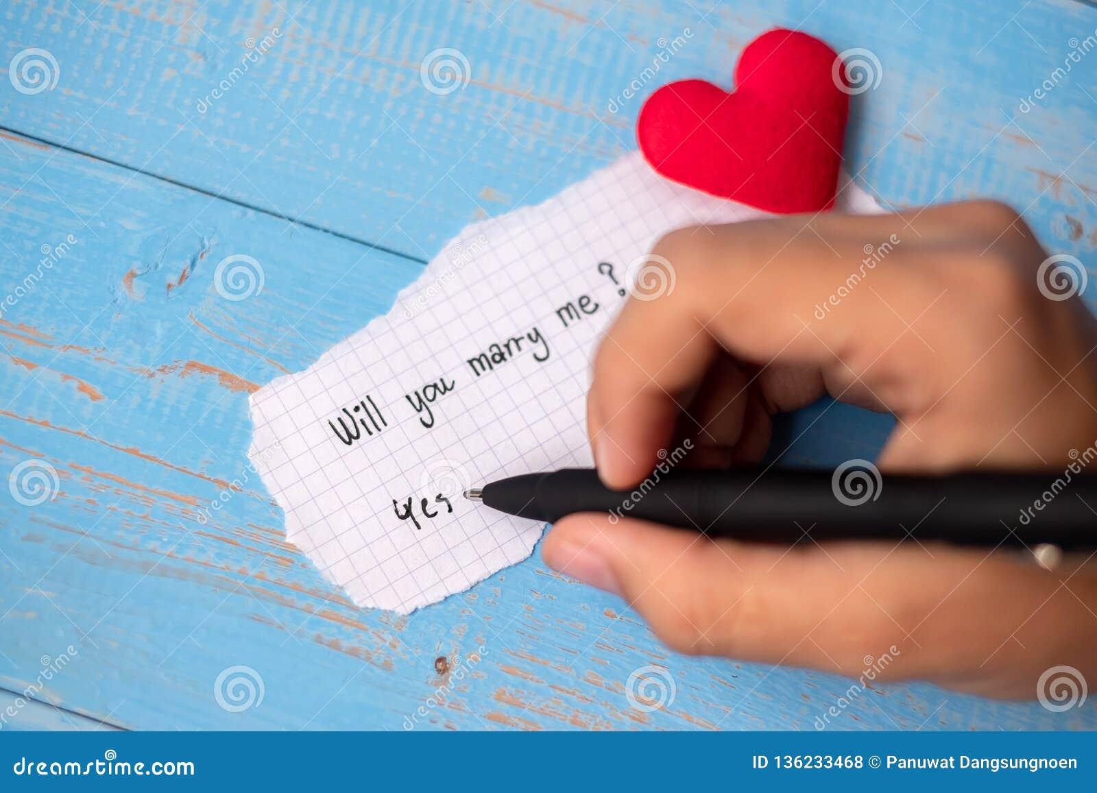 ZULT U ME HUWEN? woord op document nota over blauwe houten lijstachtergrond Huwelijk, Romantische en Gelukkige de dagvakantie van