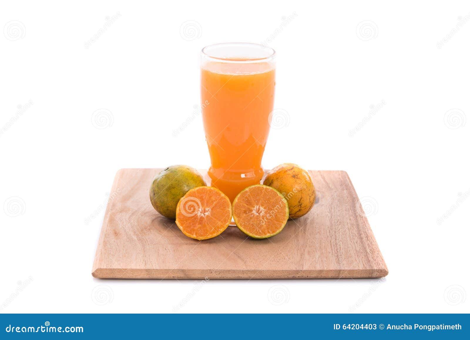 Zumo de naranja aislado