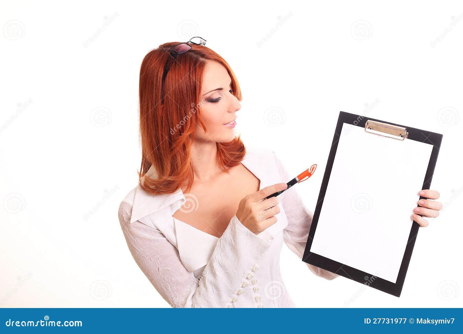Zur Ansicht der lächelnden Geschäftsfrau