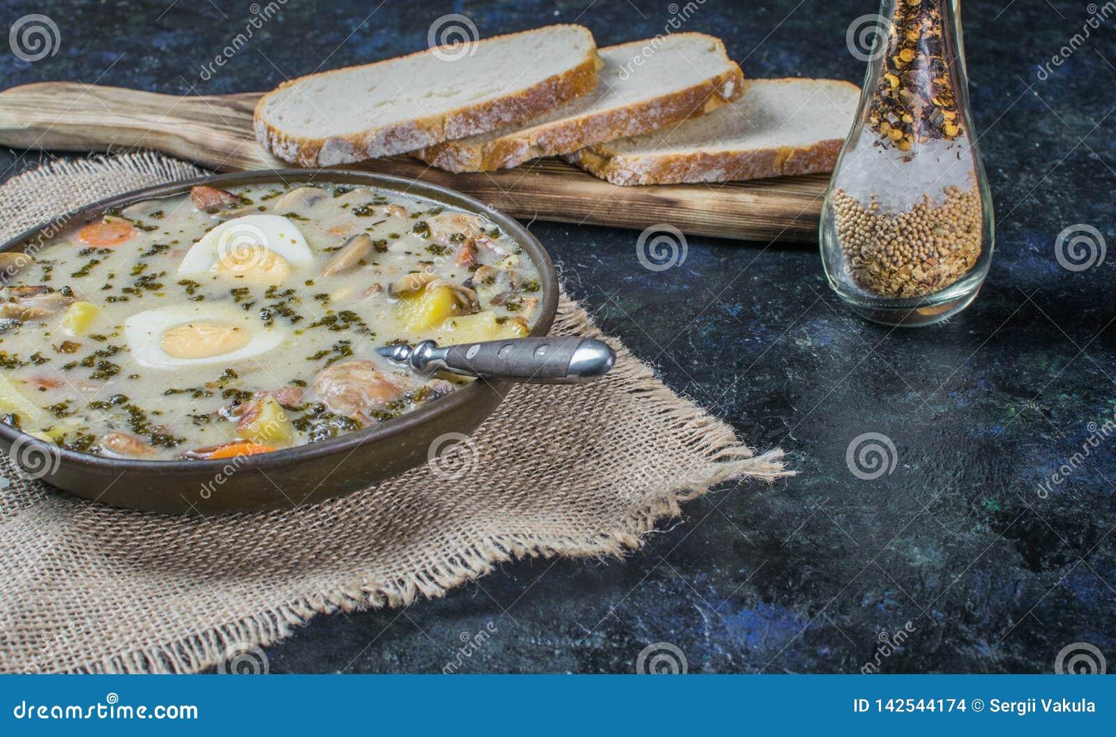 Zurek - polsk easter soppa med ägg och den vita korven