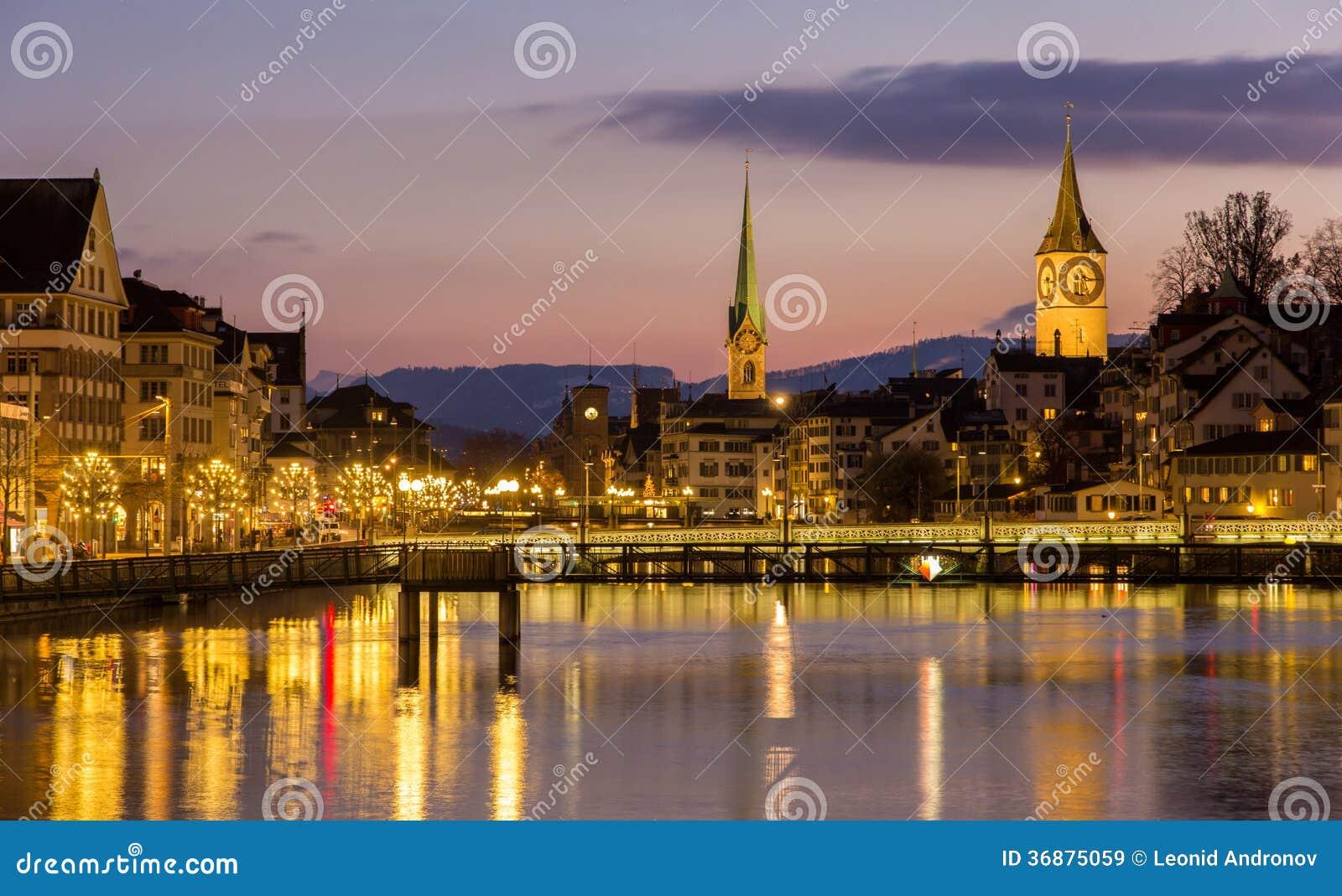 Download Zurigo Sulle Banche Del Fiume Di Limmat Alla Sera Di Inverno Immagine Stock - Immagine di architettura, città: 36875059