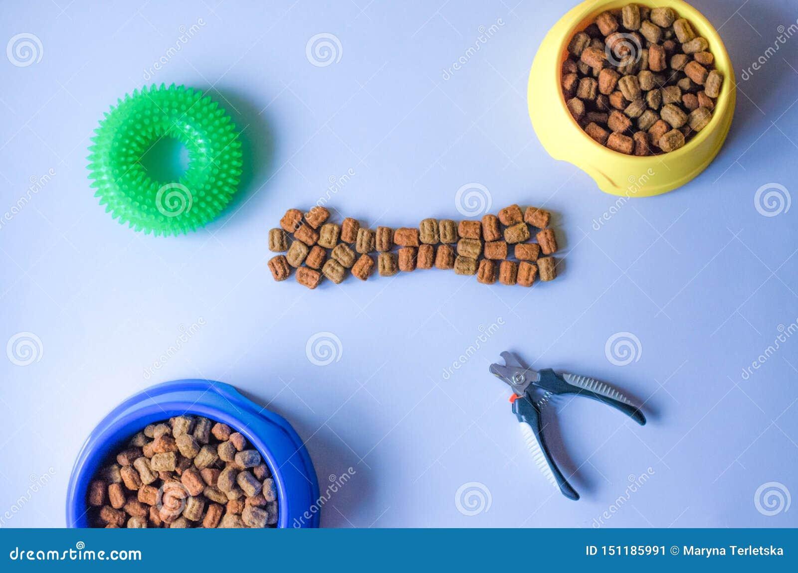 Zus?tze und Nahrung in Form von Knochen f?r Haustiere