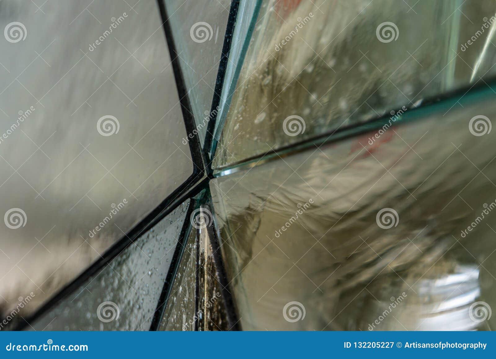 Zusammenfassung einer Glasplatte