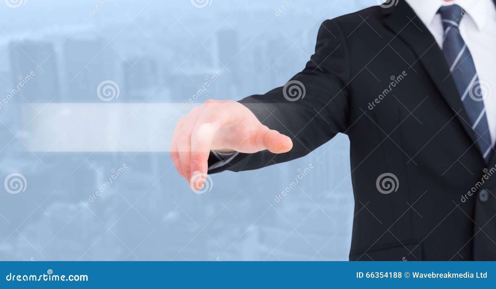 Zusammengesetztes Bild des Geschäftsmannes in der Klage seinen Finger zeigend