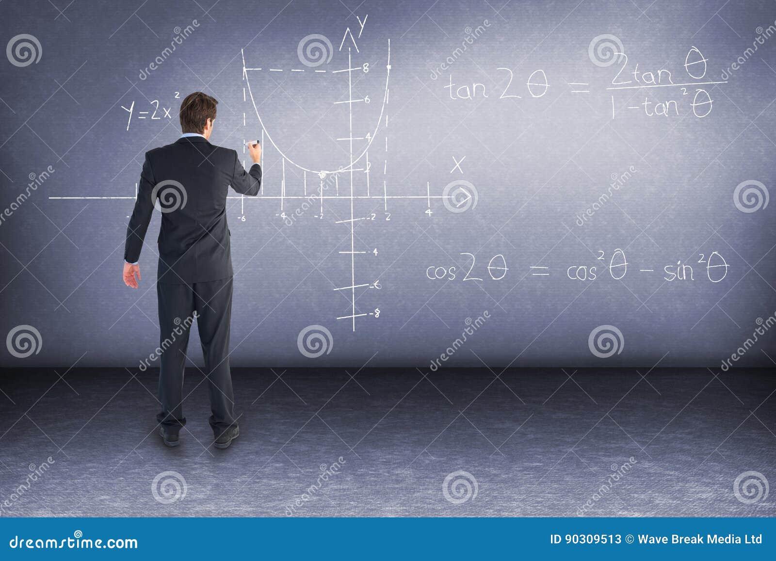 Zusammengesetztes Bild des Geschäftsmannes stehend zurück zu Kameraschreiben mit Markierung