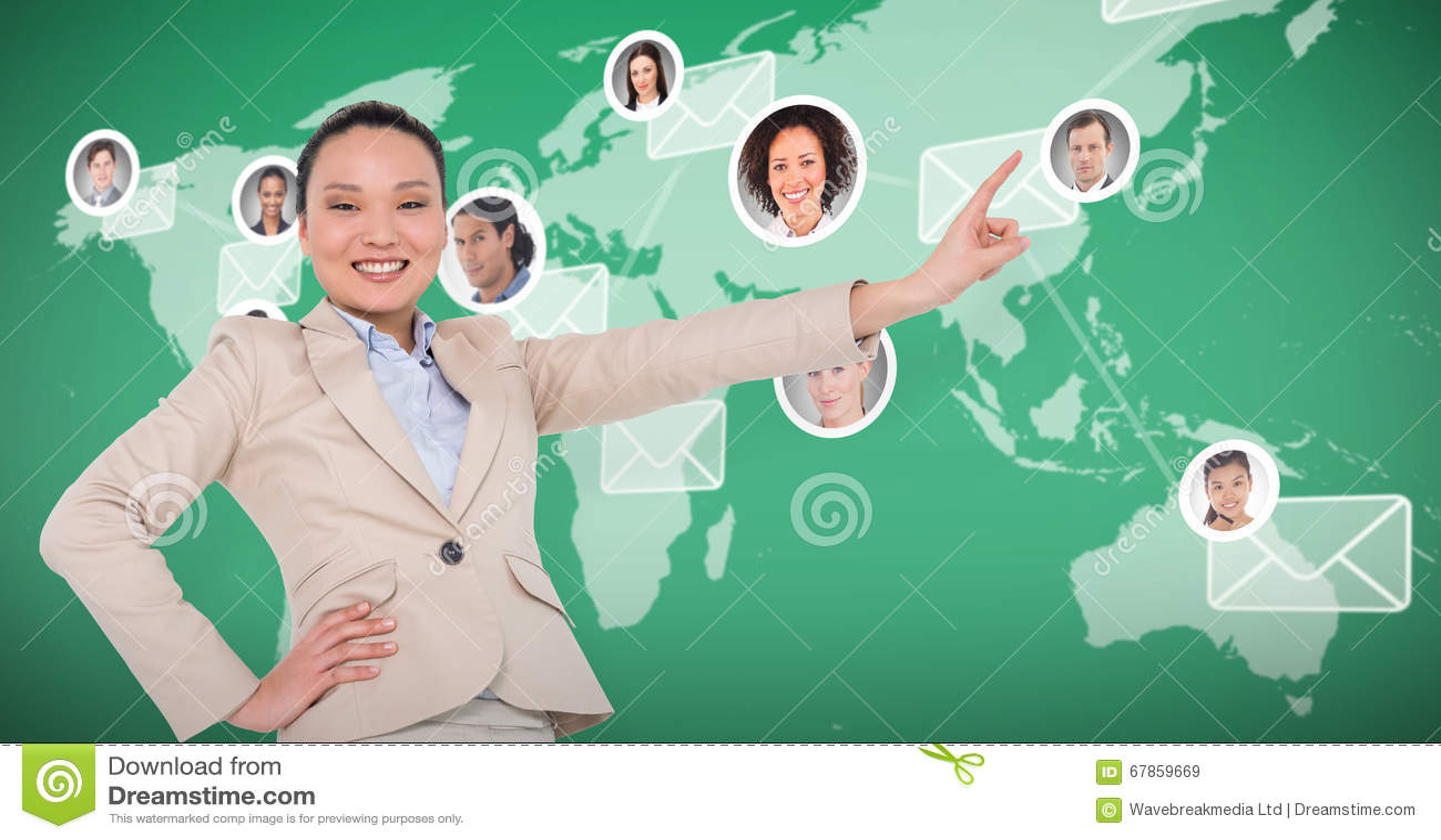 Zusammengesetztes Bild des lächelndem asiatischem Geschäftsfrauzeigens